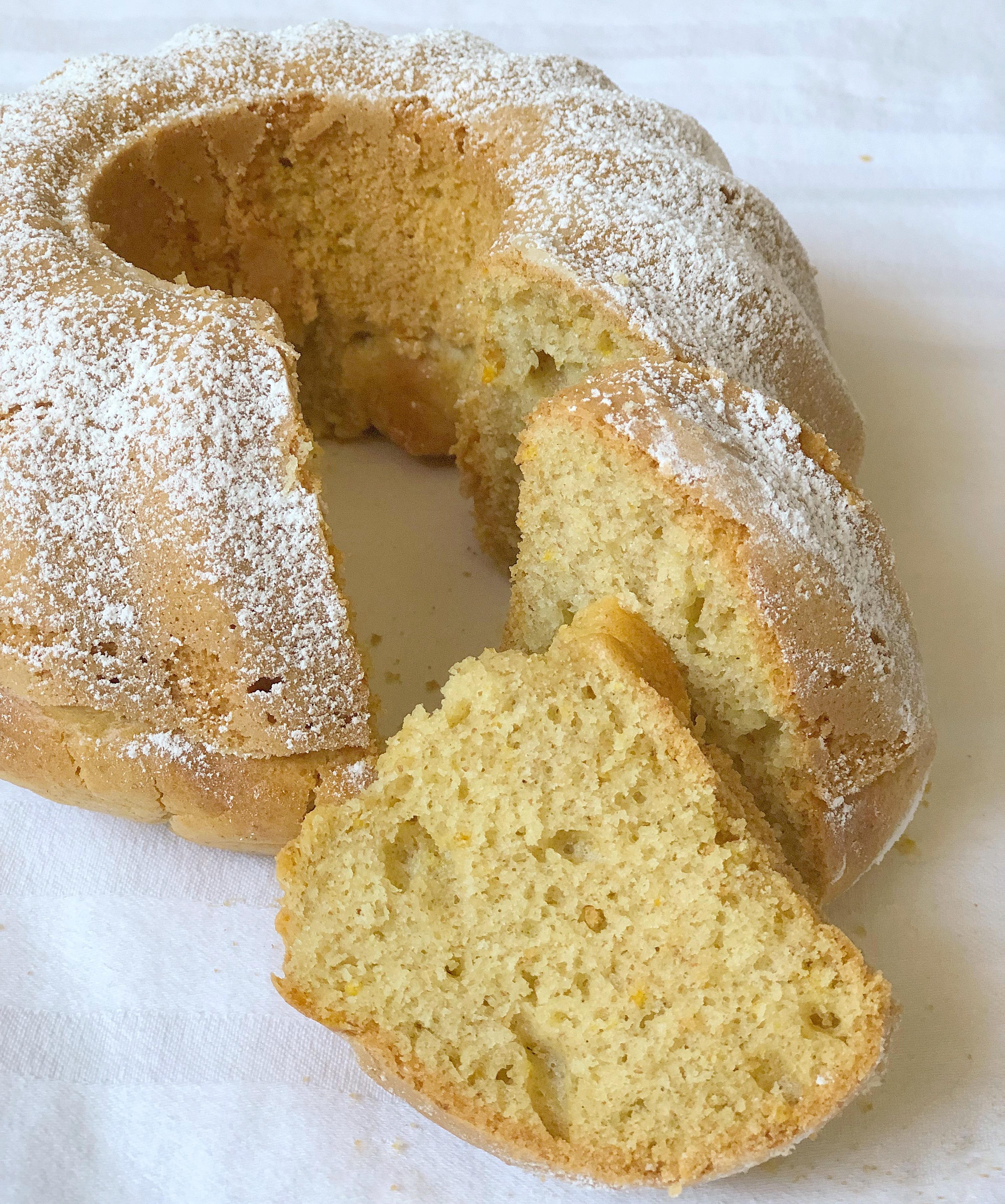 La Ciambella all'Acqua Senza Burro è un dolce facile e veloce, leggero e goloso di dolci senza burro
