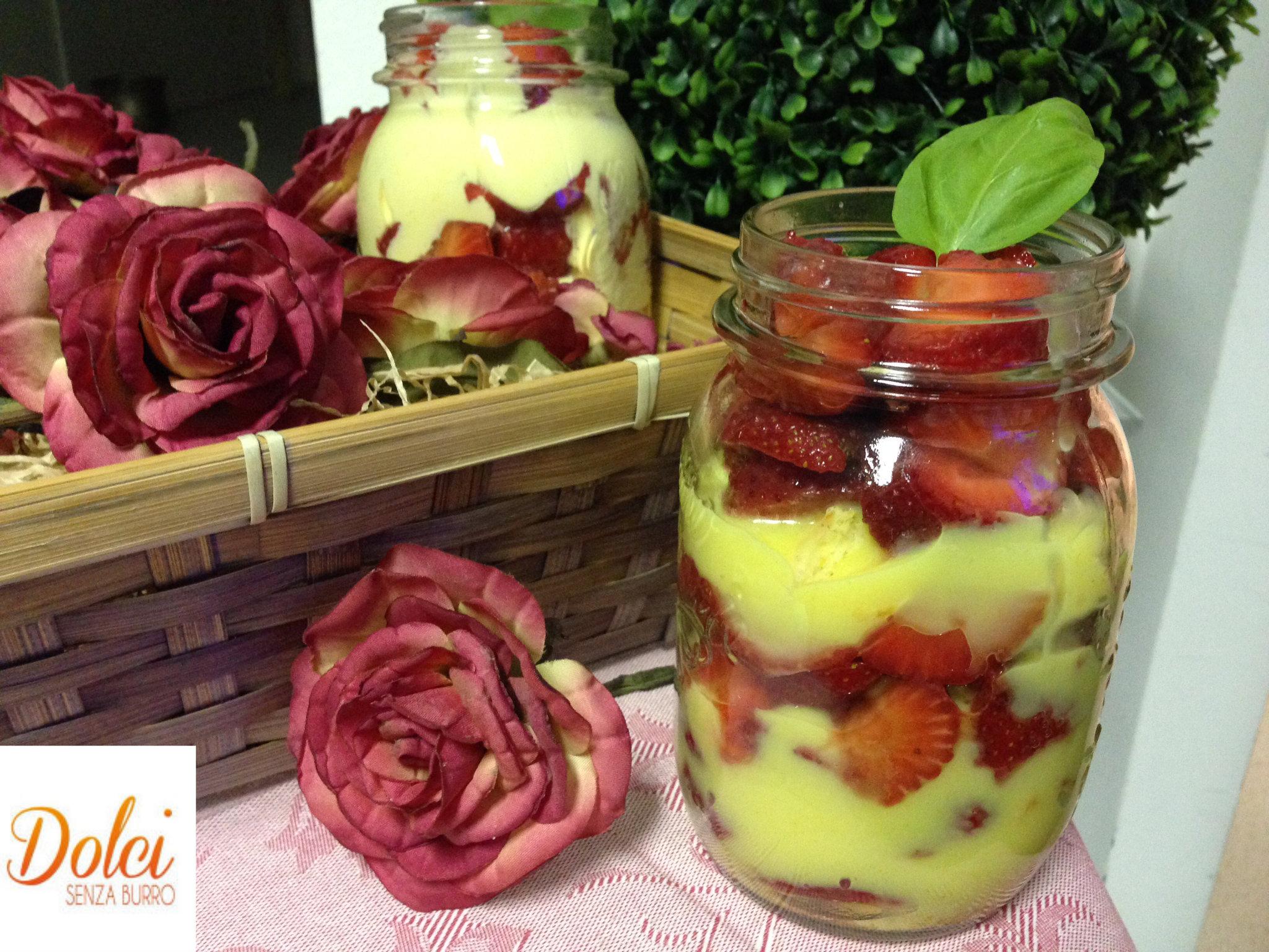 Bicchieri Dolci con Fragole, il dolce senza lattosio e glutine nel bicchiere di Dolci Senza Burro