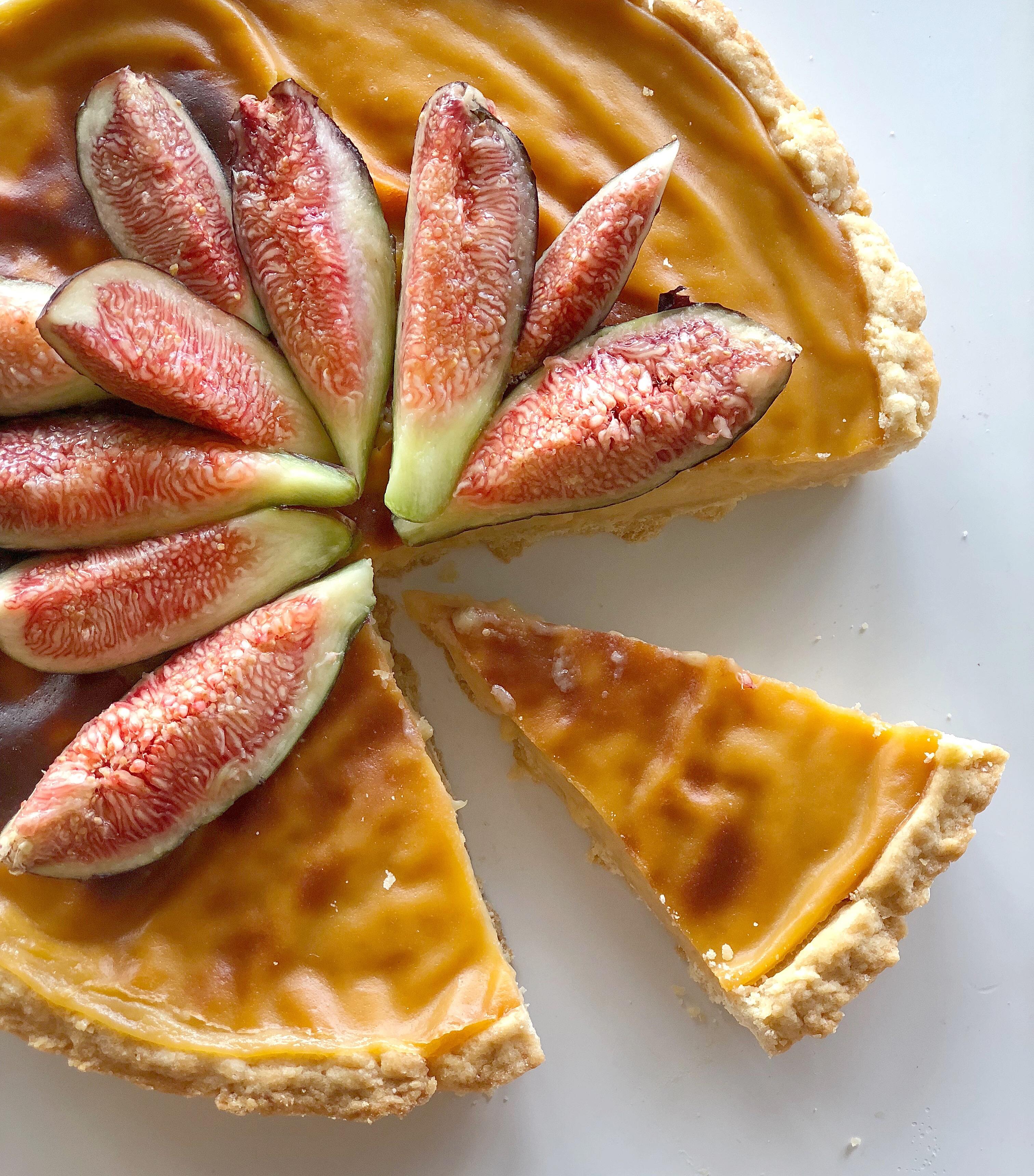 Crostata con Crema Cotta e Fichi Senza Burro, un dolce super goloso di dolci senza burro