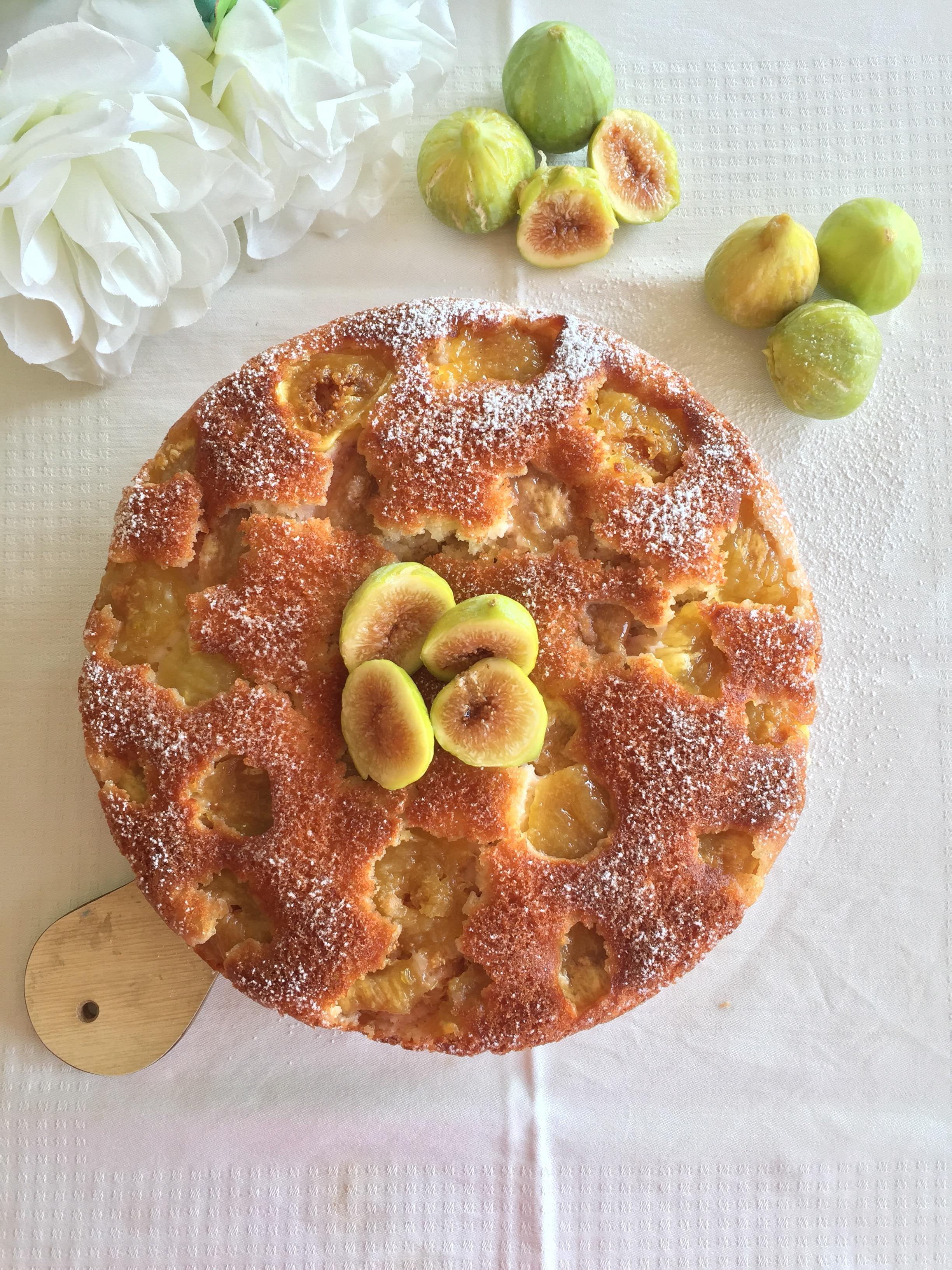 Una Torta di Fichi Senza Burro speciale per la sua consistenza soffice e il gusto goloso di dolci senza burro