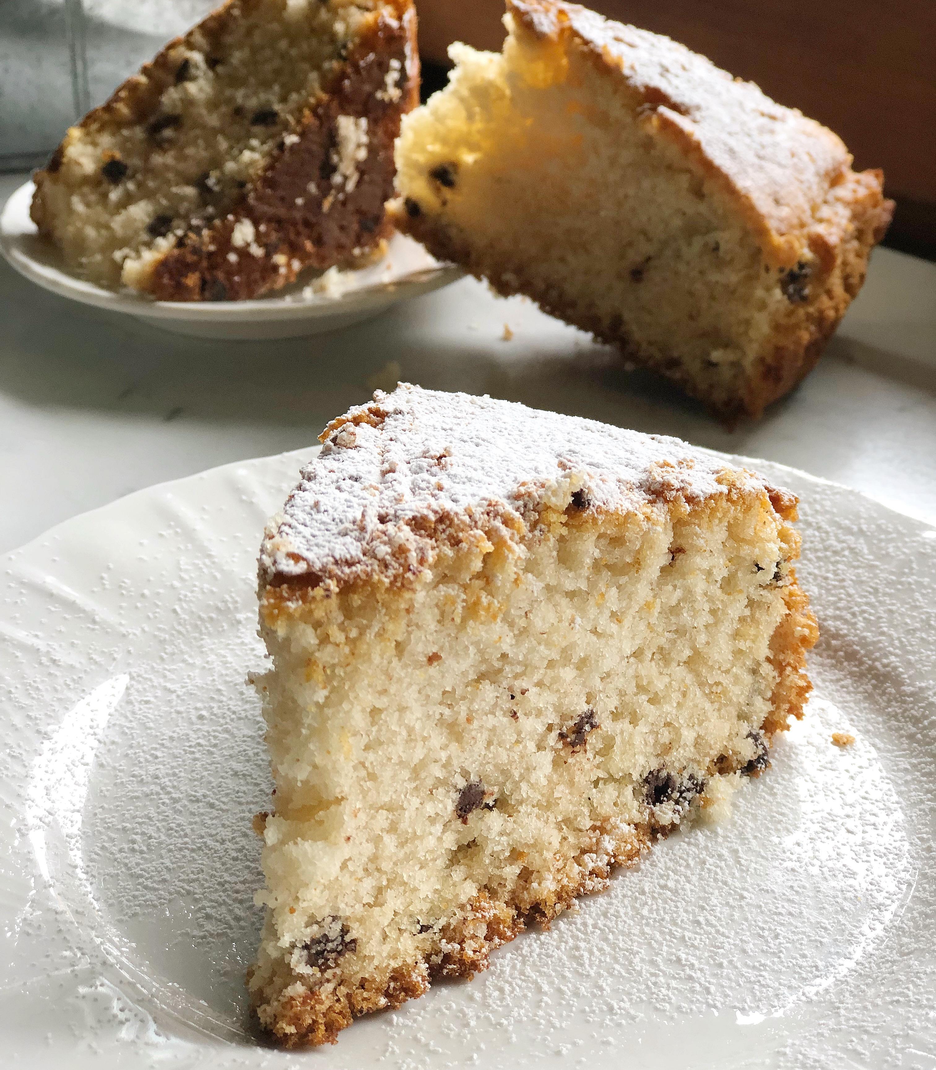 La Torta Vegana con Gocce di Cioccolato, adatta a tutti, golosa e leggera di dolci senza burro