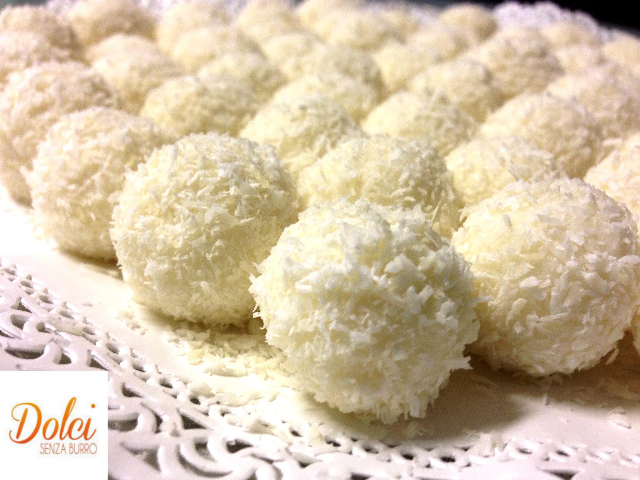 Le palline di cocco, il dolce facile e veloce di dolci senza burro