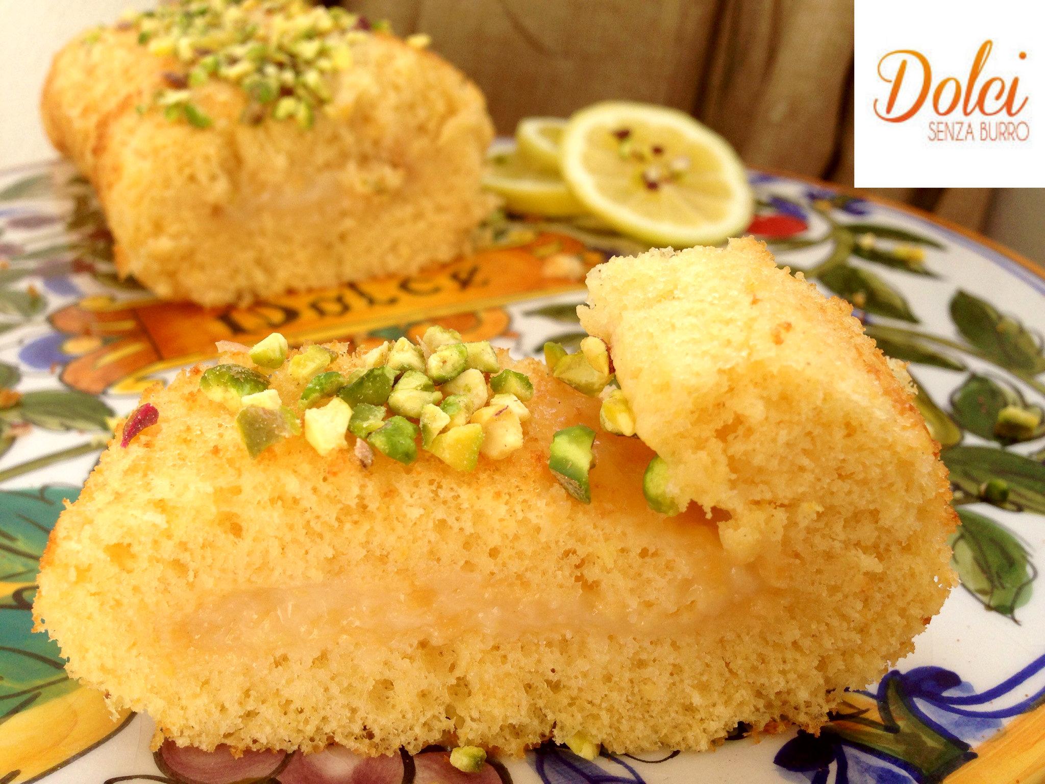 Il Rotolo al Limoncello Senza Burro il dolce realizzato da pasta biscotto e crema golosa di dolci senza burro