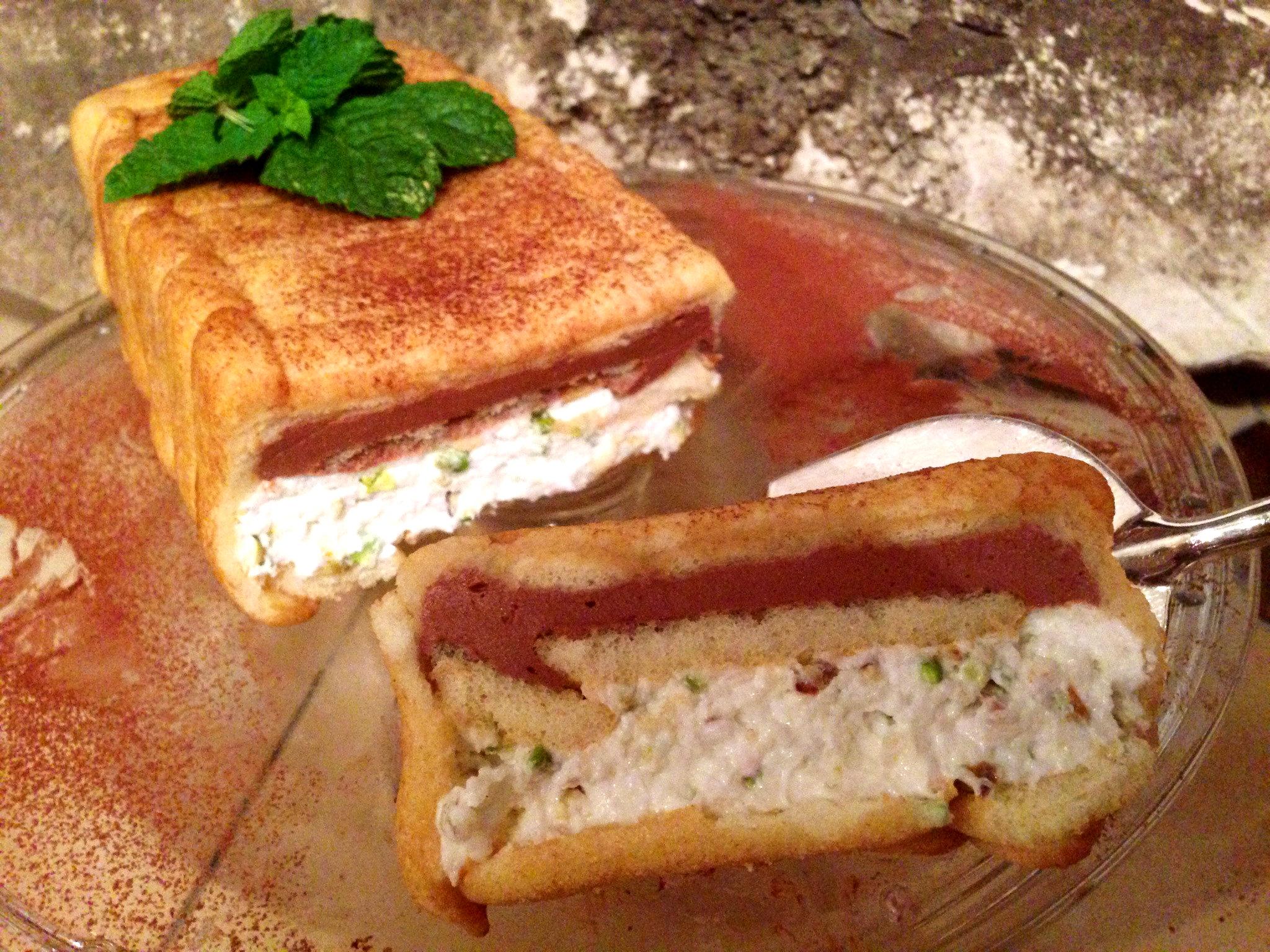Il Semifrdddo ai Pavesini, è un dolce fresco e leggero con yogurt greco di dolci senza burro