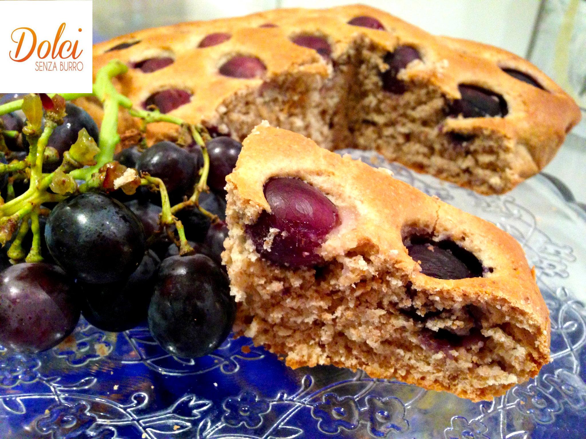La torta con uva senza burro e uova, il dolce con farina integrale leggero e genuino di dolci senza burro