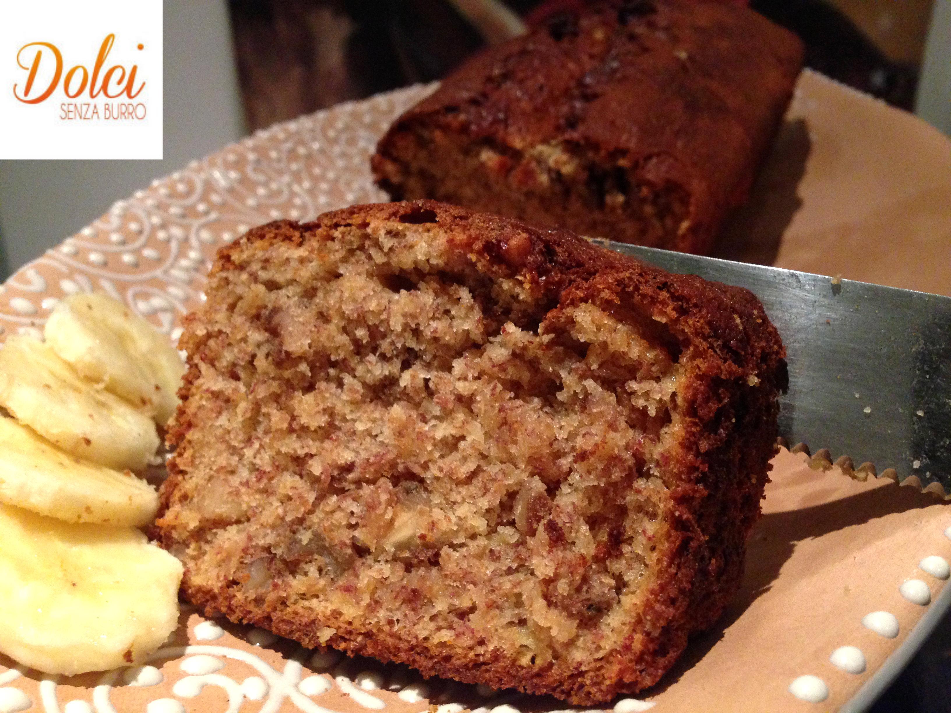 Il Banana Bread Senza Burro è un leggera e dolce torta alla banana senza burro di dolci senza burro