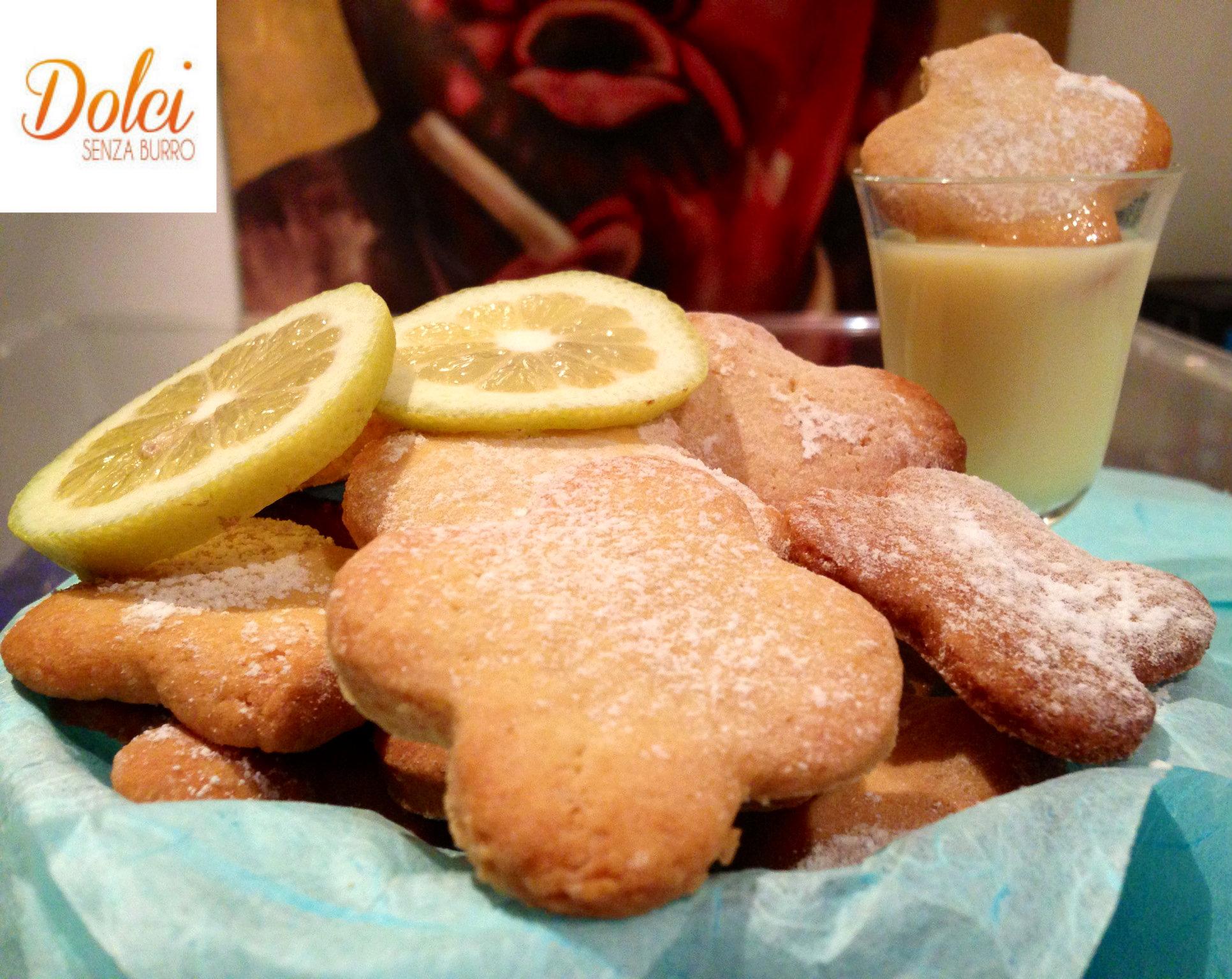 I Biscotti Senza Burro al Limoncello sono dei leggeri e fragranti biscotti di dolci senza burro