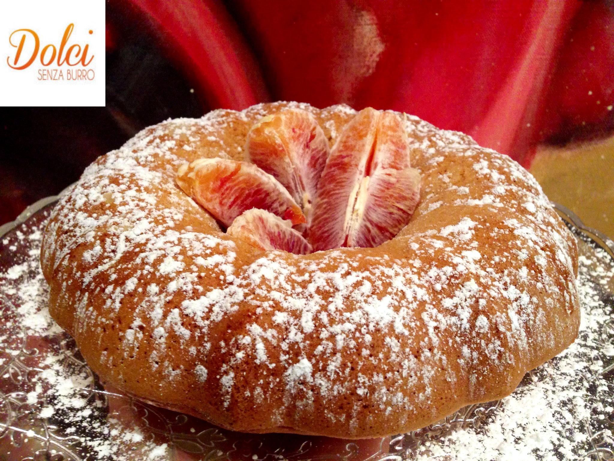Il Ciambellone Senza Burro all'Arancia è una soffice e leggera torta senza burro e uova di dolci senza burro