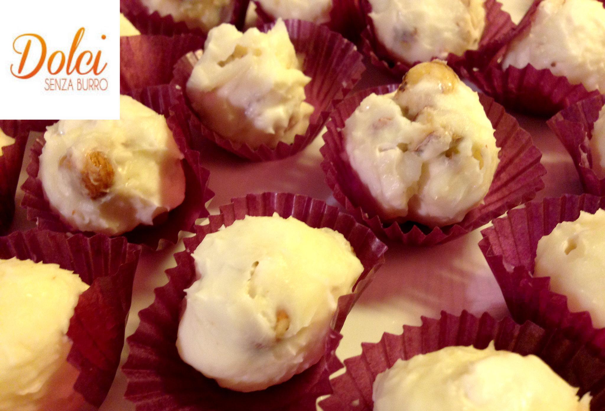 Palline al Torrone senza burro, i dolci del riciclo di dolci senza burro