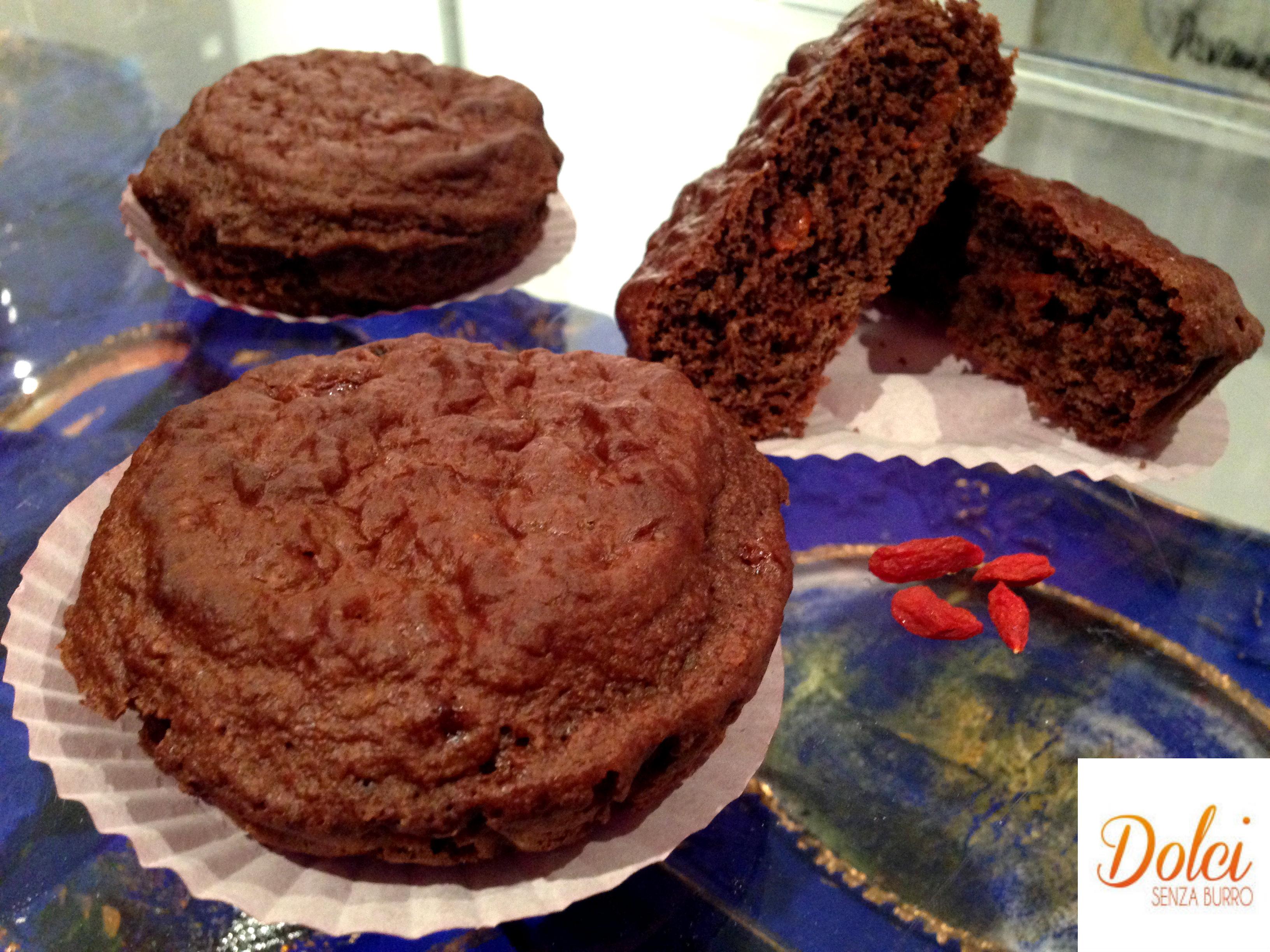 I Tortini al Cioccolato e Bacche di Goji sono golosi e leggeri dolci senza lattosio e glutine di dolci senza burro
