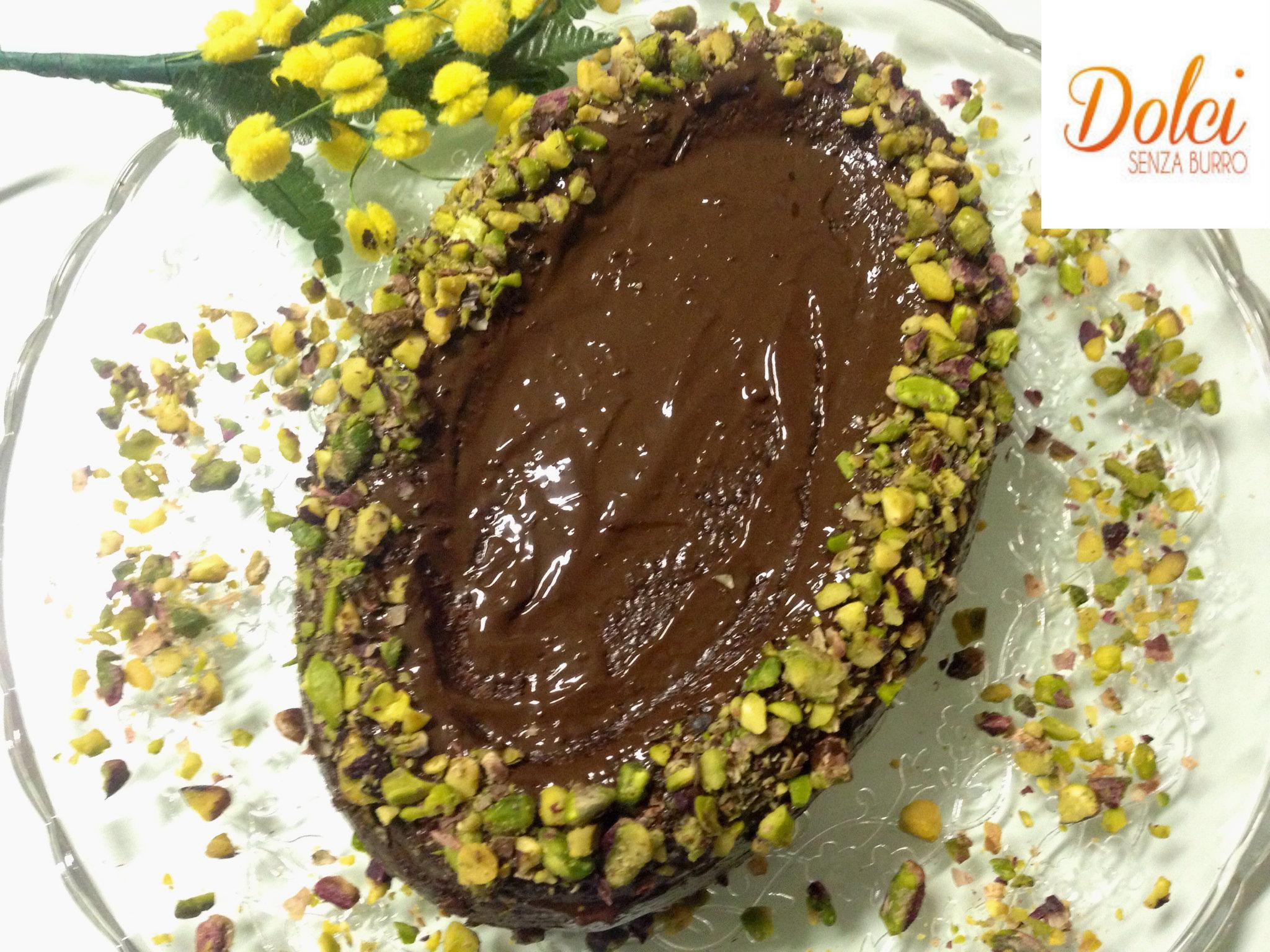 L'Uovo di Pasqua di Torta Senza Burro è un originale idea di dolci senza burro per rendere speciale una semplice torta