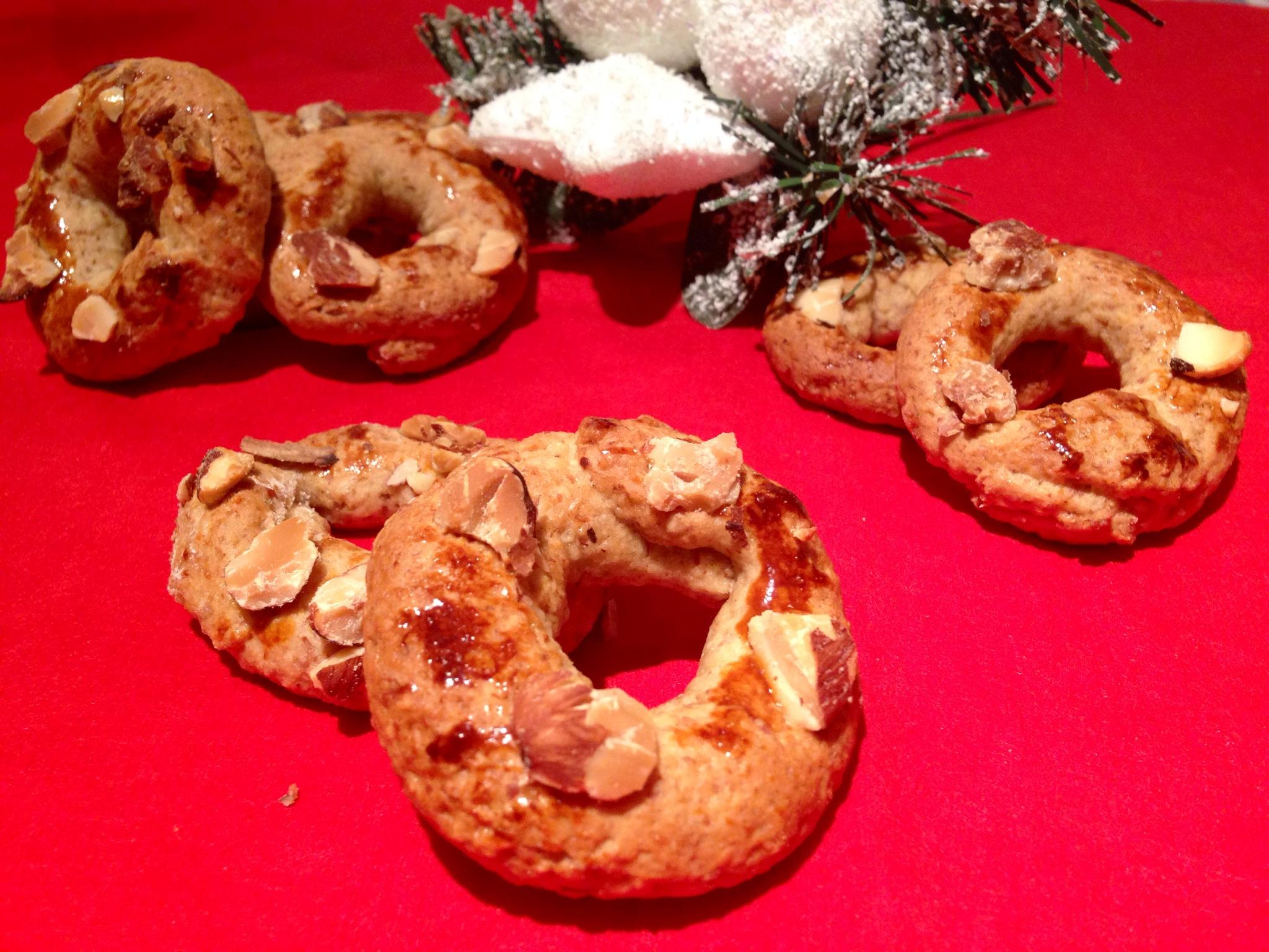 Roccocò i famosi dolci di natale, i biscotti senza burro di dolci senza burro