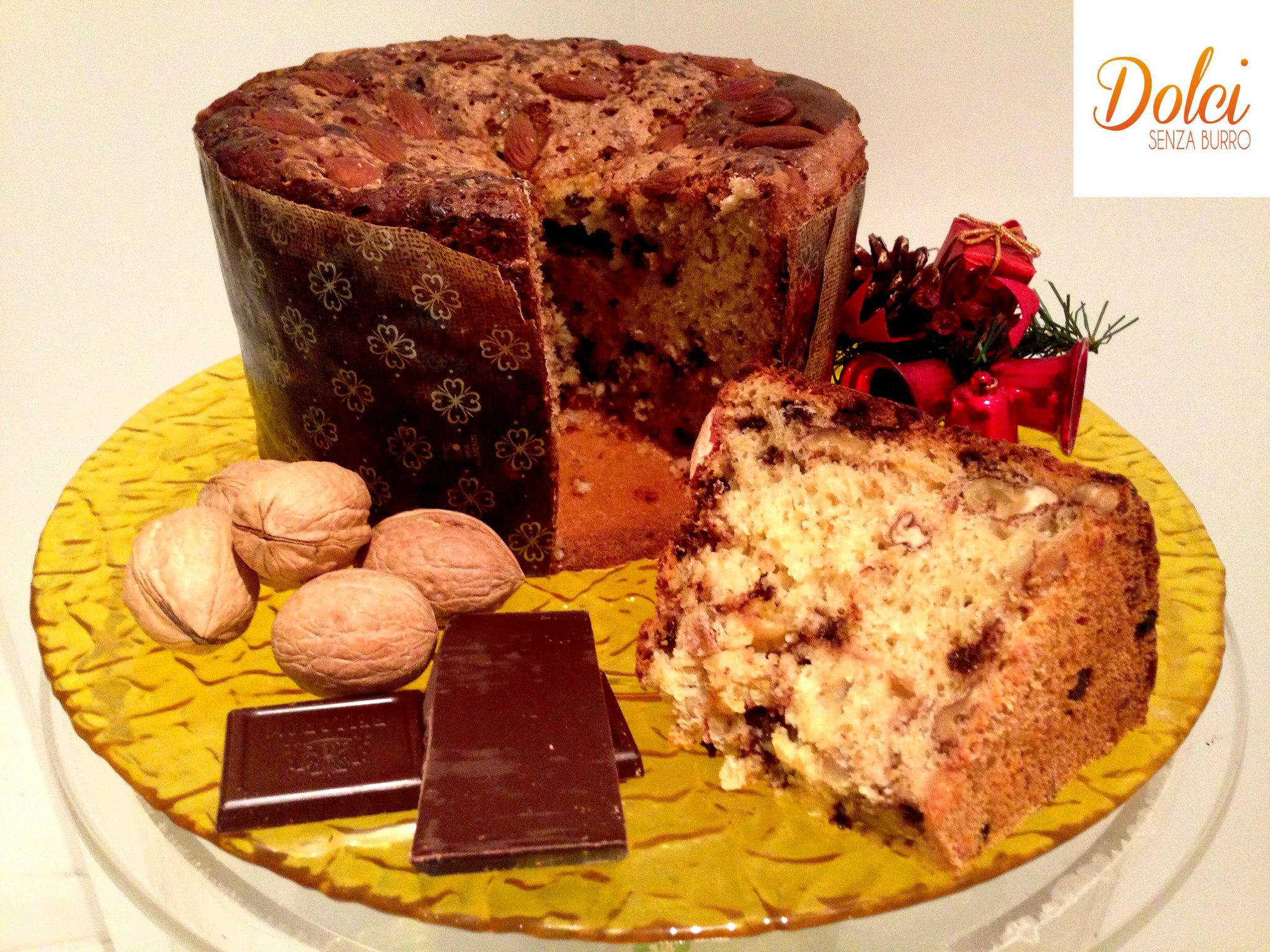 Il panettone senza burro con cioccolato noci e mandorle, il dolce di natale di dolci senza burro