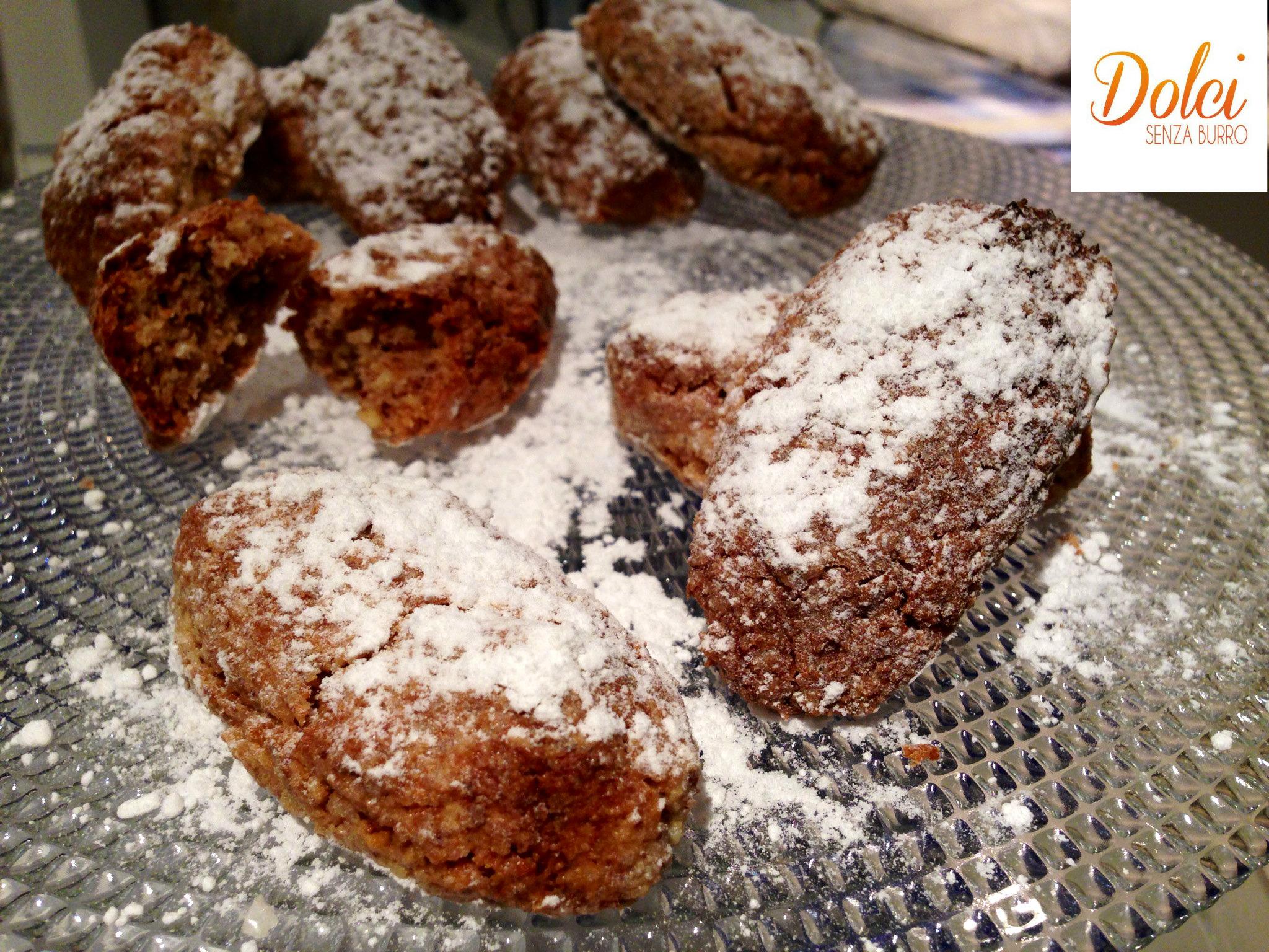 I Ricciarelli sono i tipici biscotti di Natale toscani di dolci senza burro