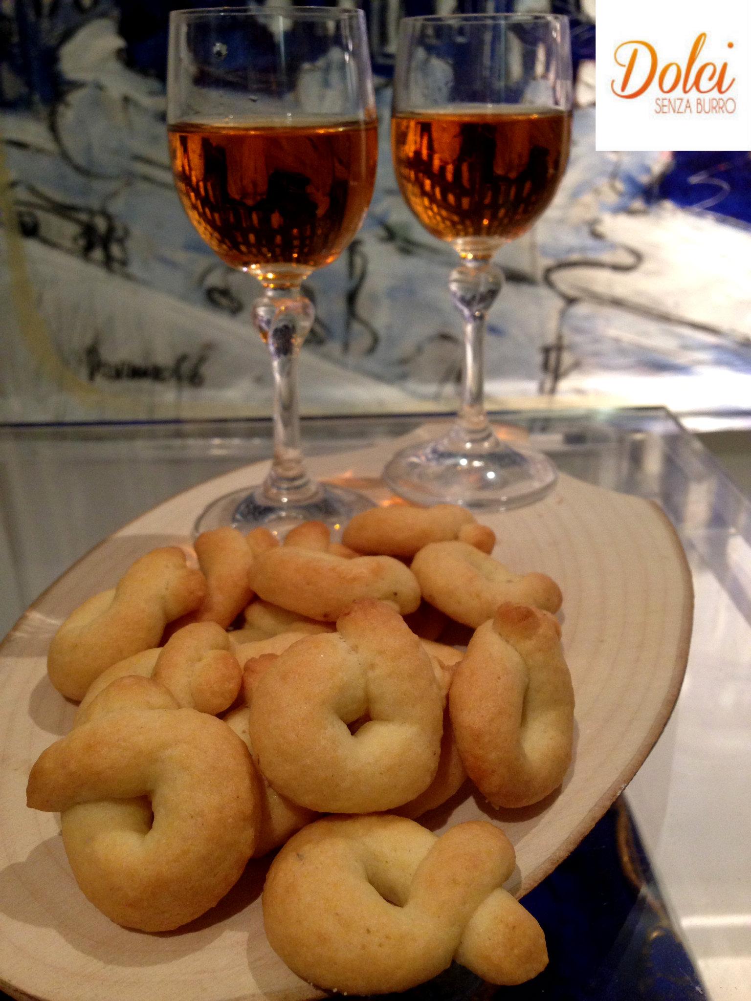 Taralli Dolci Senza Burro alla Malvasia, biscotti senza burro e uova di dolci senza burro