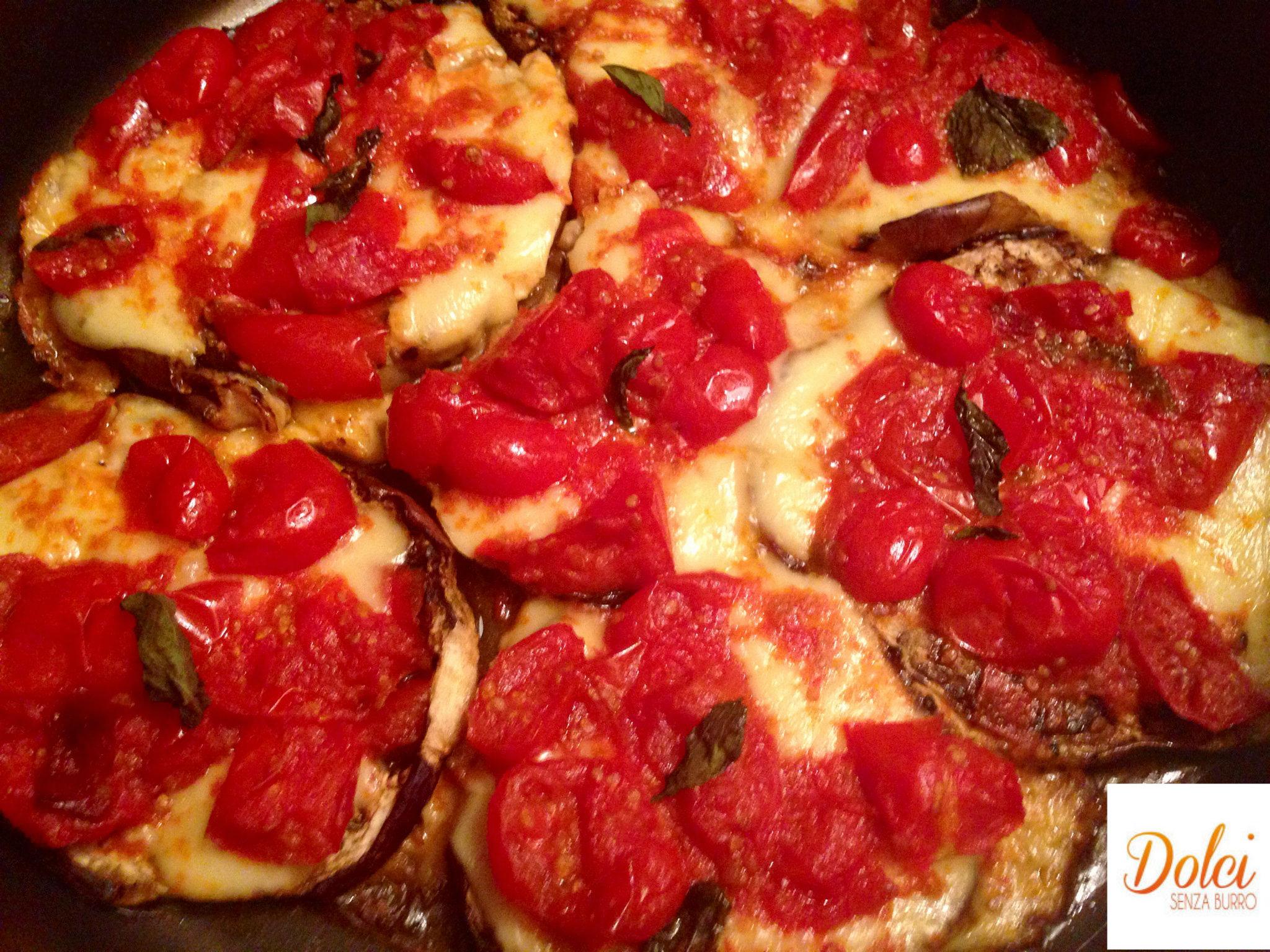 """Pizza di Melanzane, una """"pizza finta"""" light e golosa di dolci senza burro"""