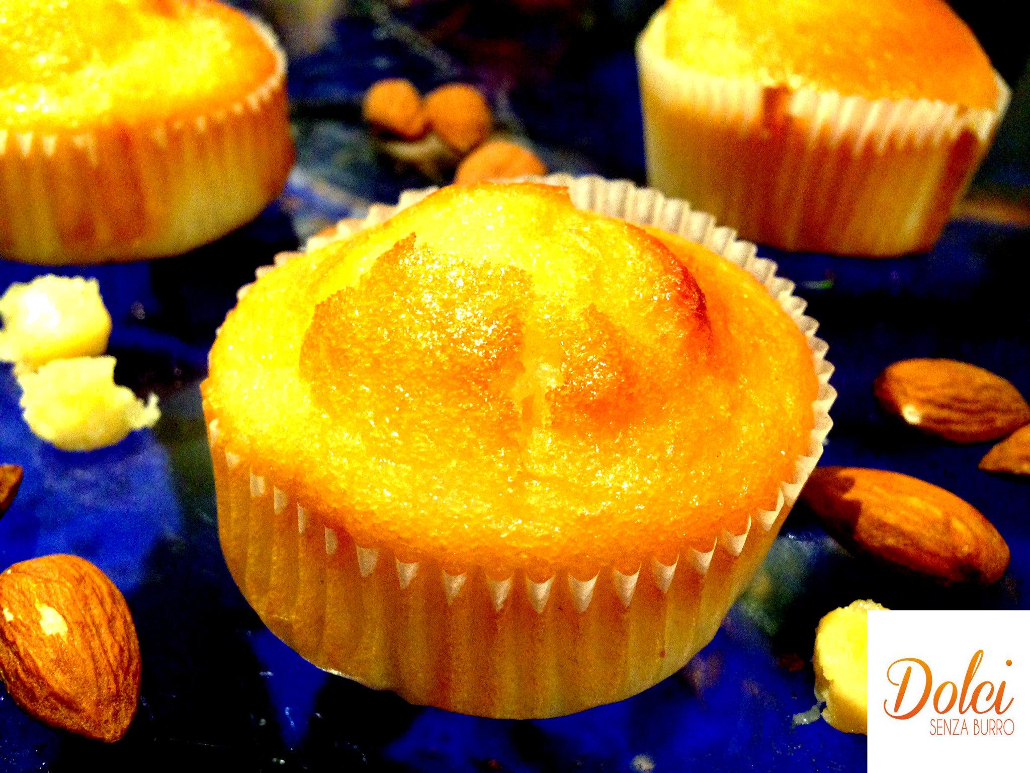 muffin al cioccolato bianco e mandorle senza burro, il muffin goloso di dolci senza burro