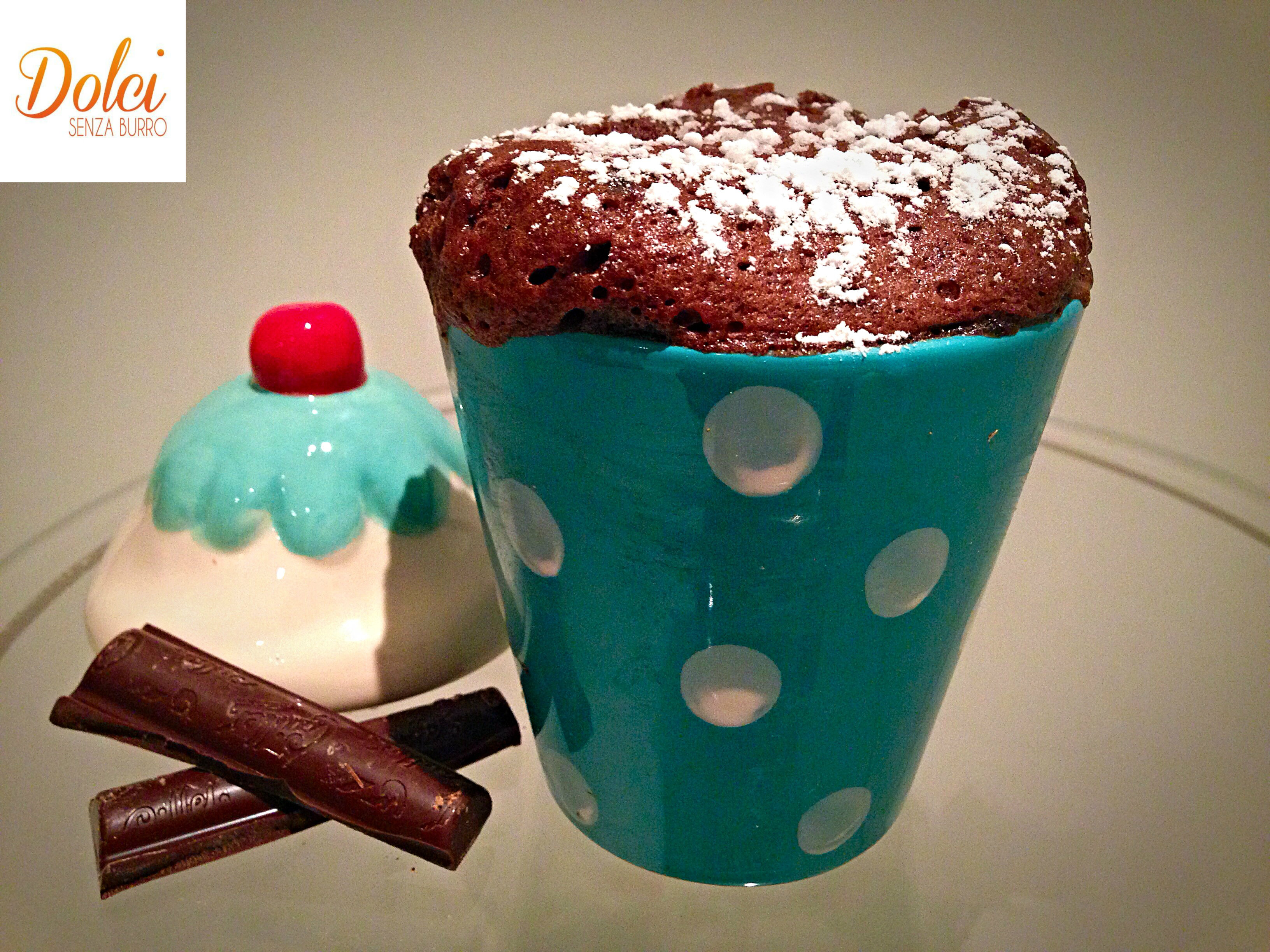 La Mug Cake light al Cioccolato è la torta al microonde più facile e veloce che esista di dolci senza burro