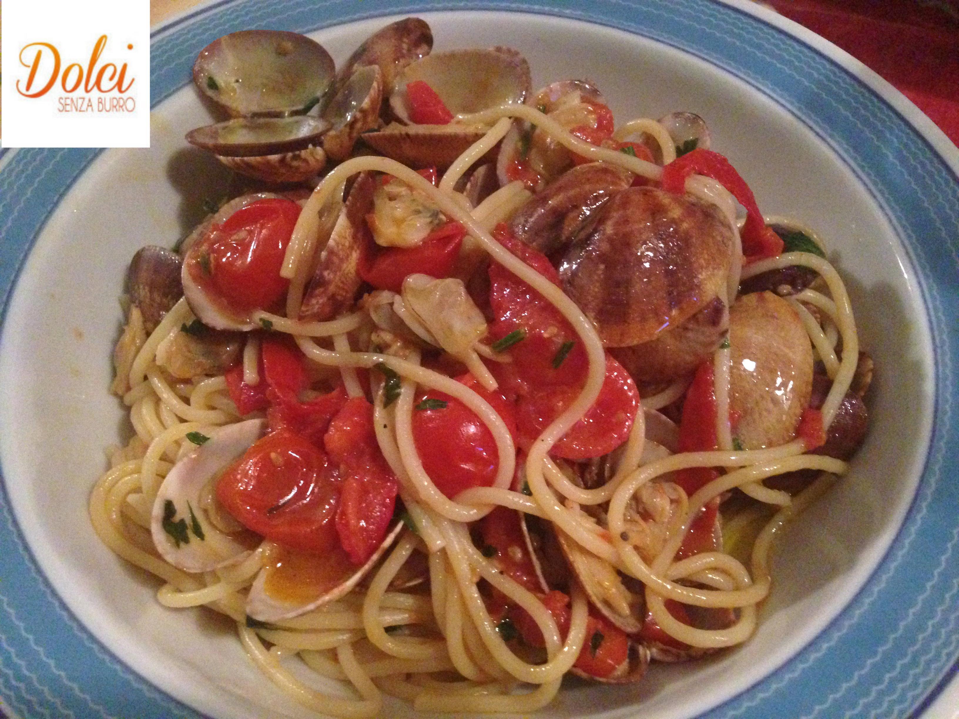 Spaghetti alle vongole un piatto tipico della cucina italiana preparato da dolci senza burro