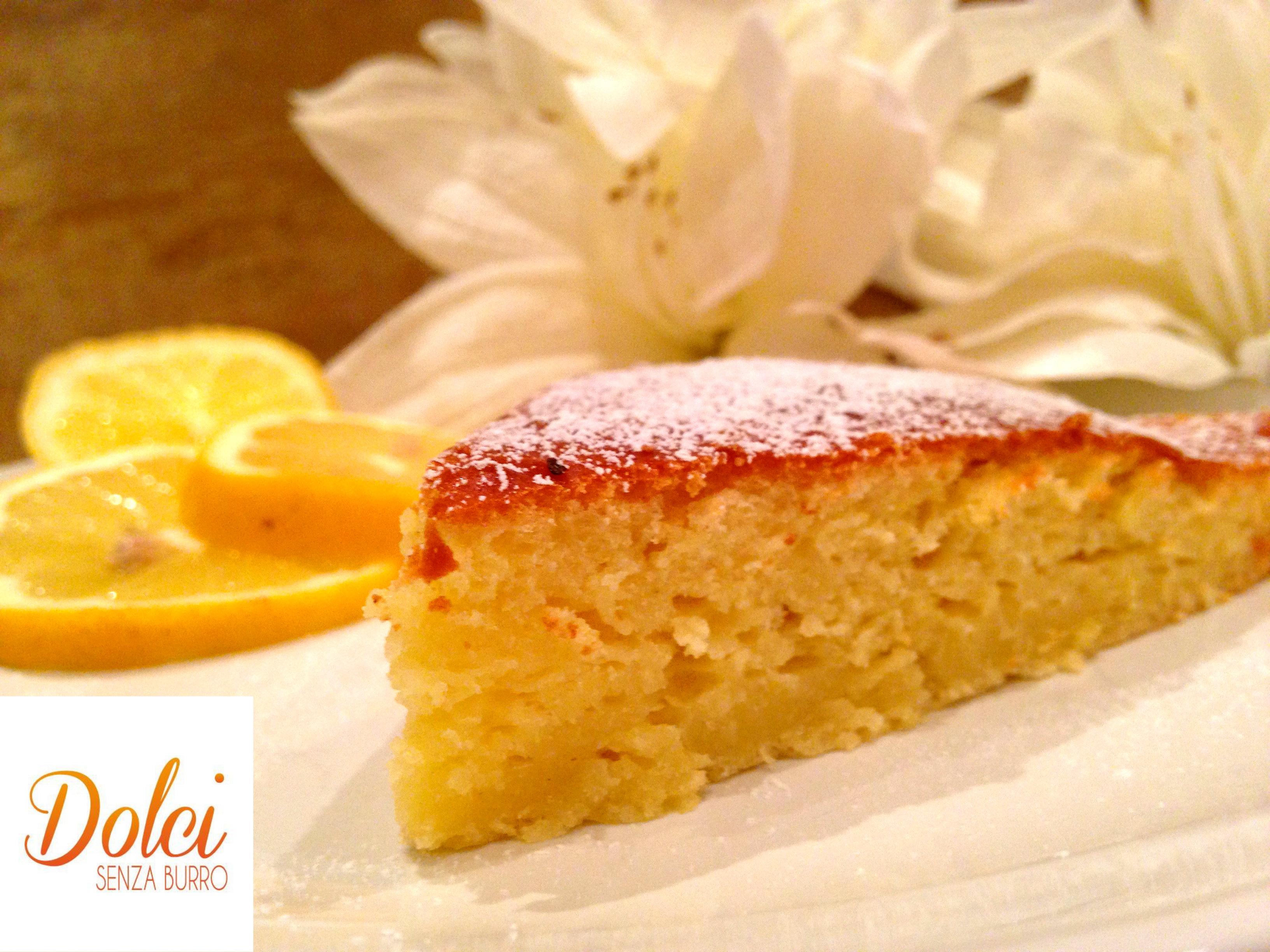 La torta al limone senza burro, delicata e leggera di dolci senza burro