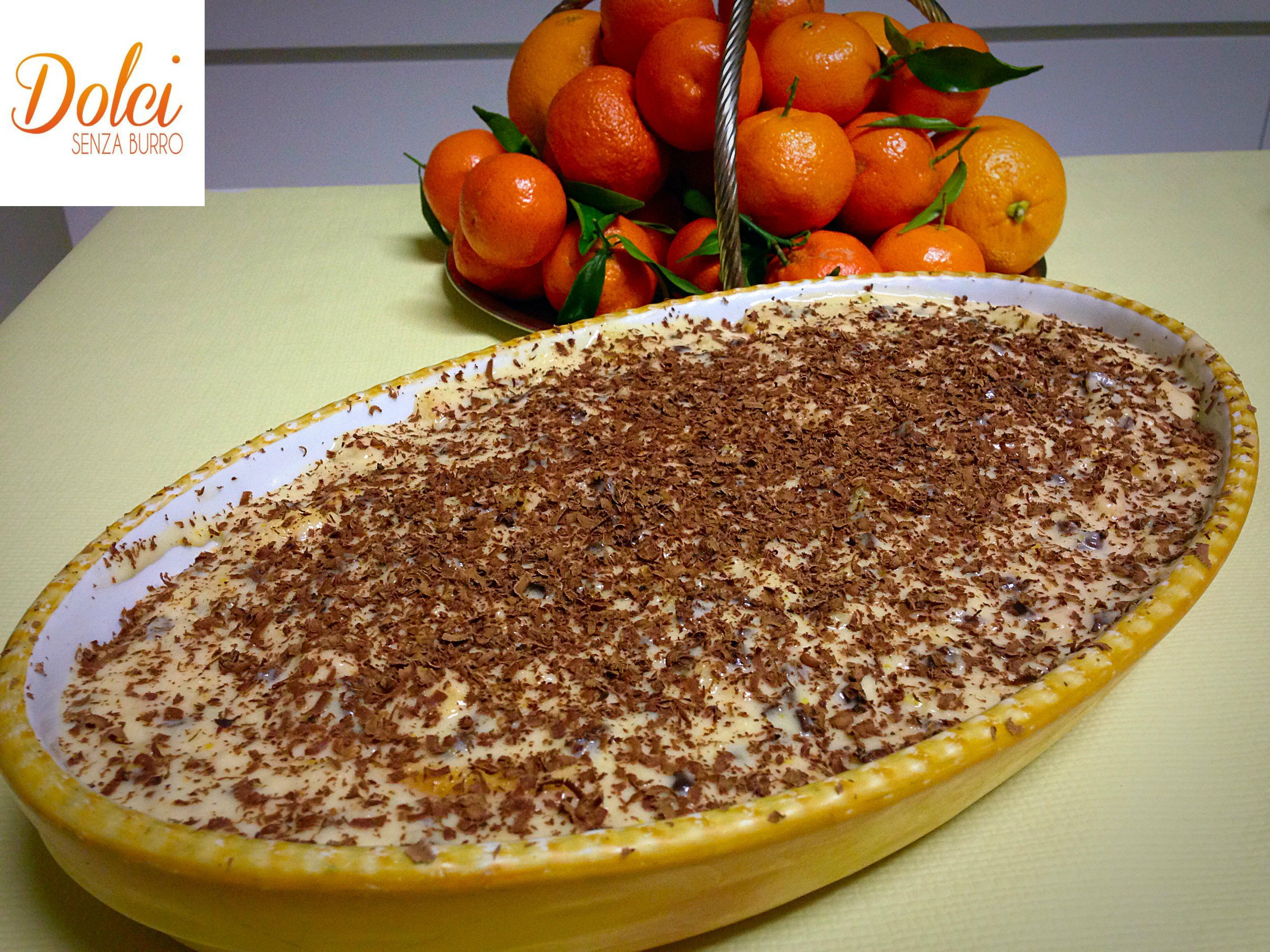 Tiramisù all'Arancia e Cioccolato. Un letto di savoiardi avvolti da una delicata crema all'arancia arricchita da scaglie di cioccolato fondente di dolci senza burro