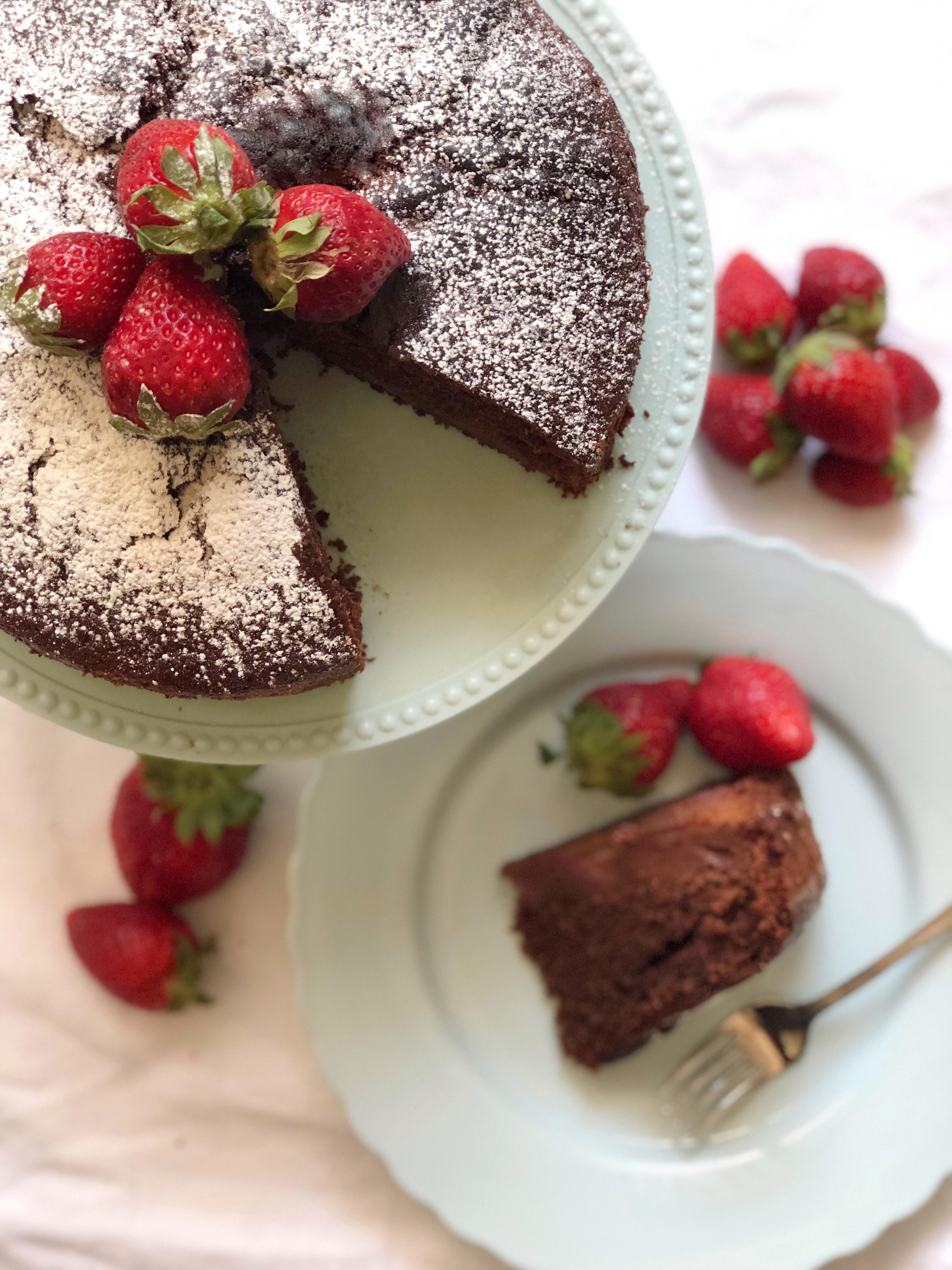 Torta Cioccolato e Fragole Senza Burro e Uova, pronto in 10 minuti al microonde di dolci senza buro