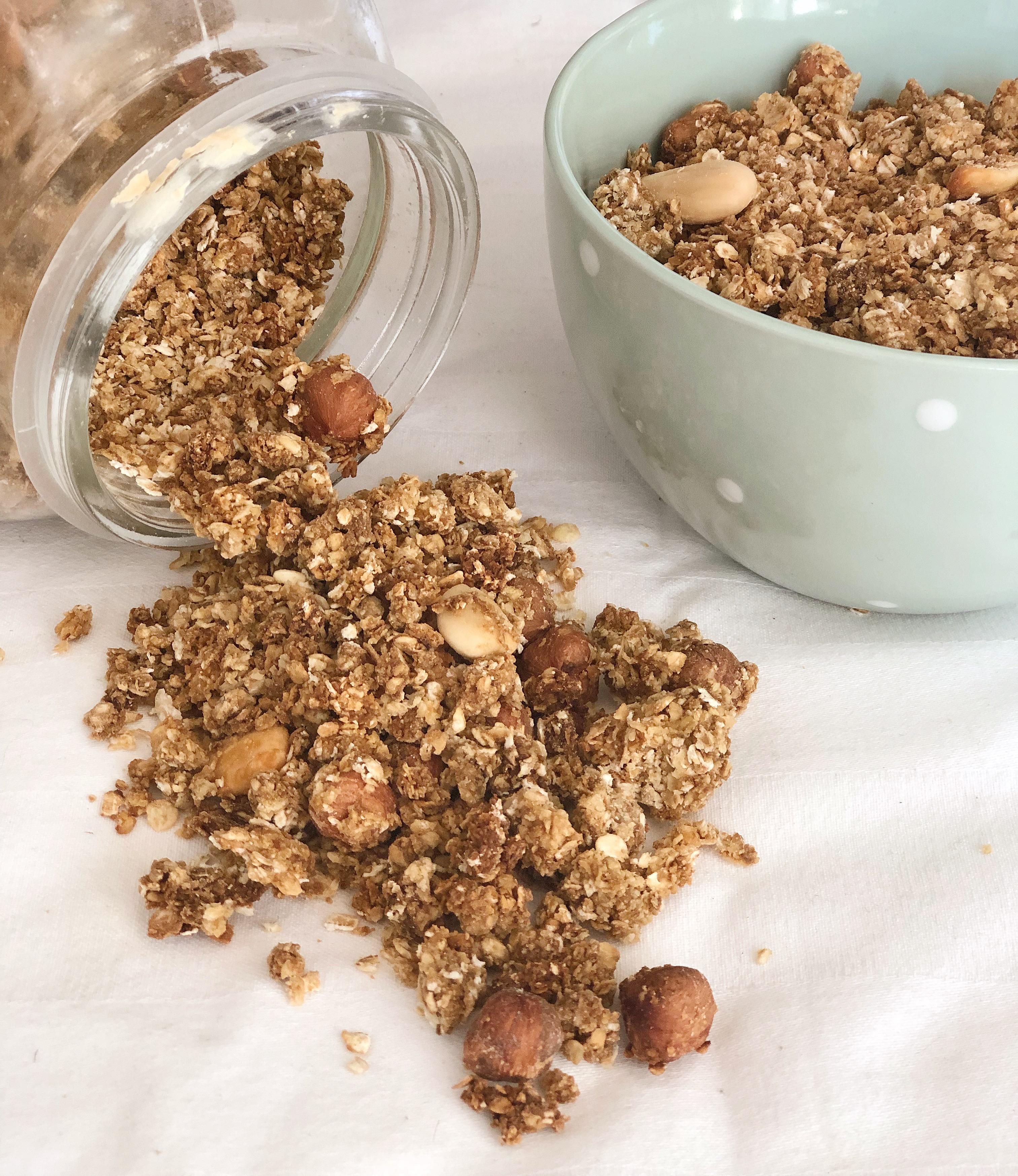 Granola, un goloso agglomerato di avena e frutta secca per restare in forma con gusto!