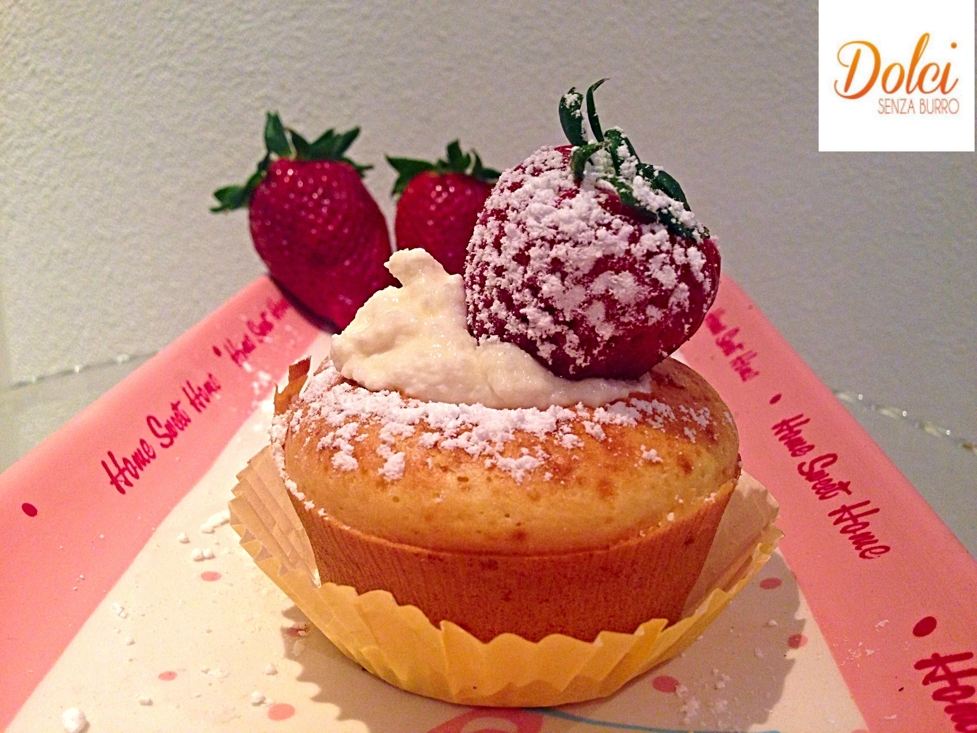 Muffin al Limone Senza Burro con Ricotta e Fragole, il dolce della primavera di dolci senza burro
