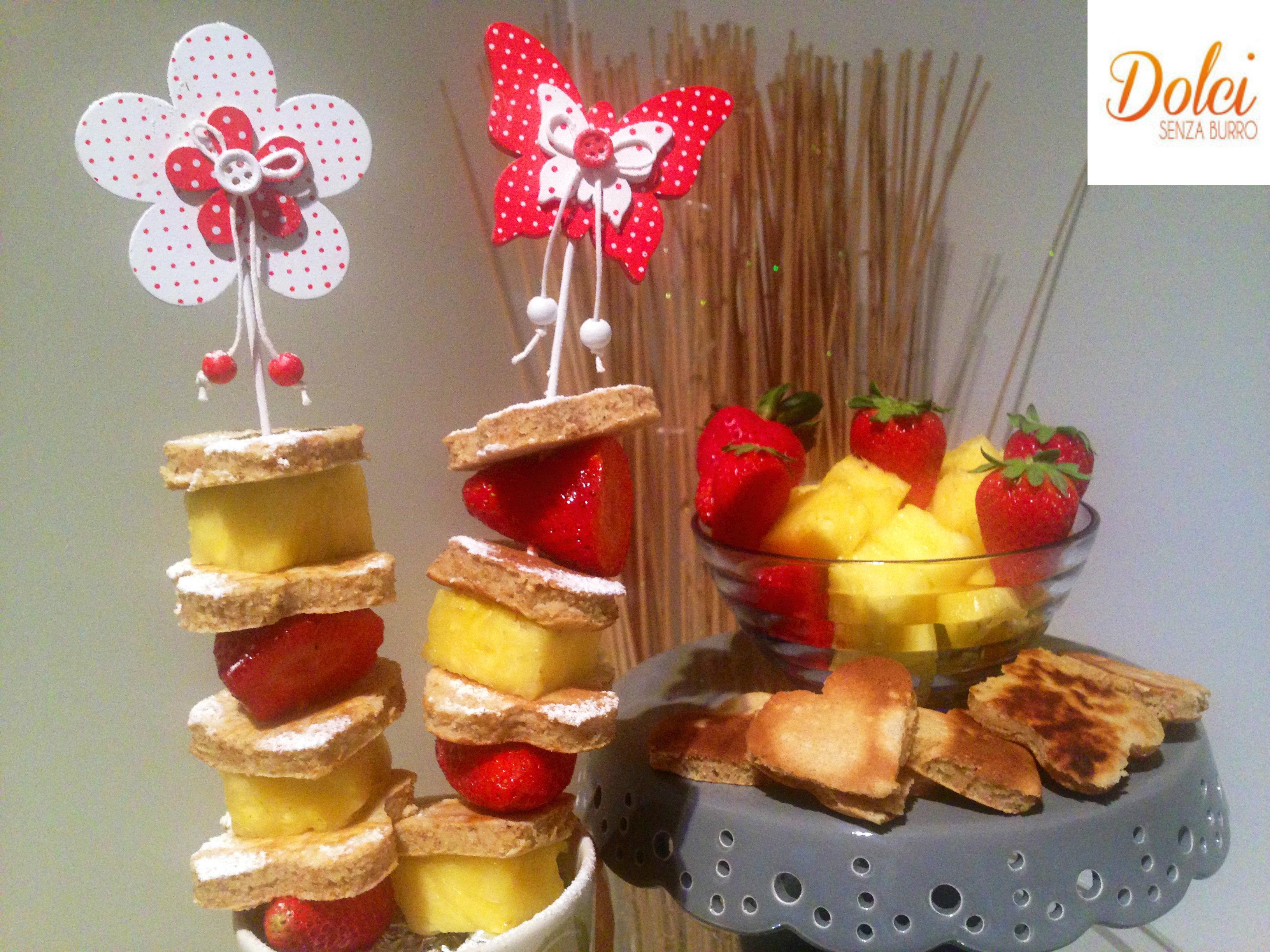 Mini Pancakes con Frutta allo Spiedo, l'idea gustosa per mangiare i pancakes senza burro di dolci senza burro