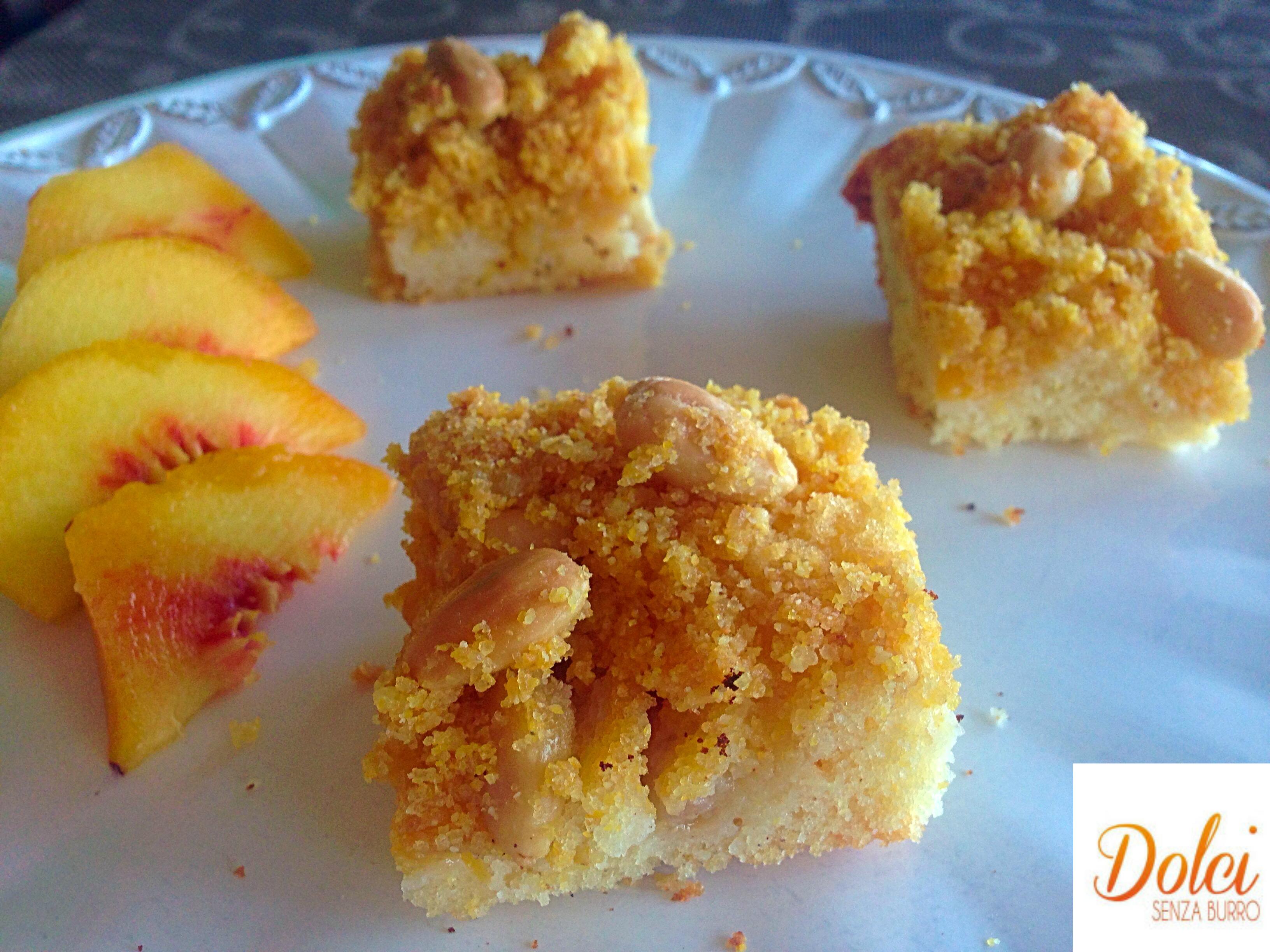 Crumble Cake di Pesche Senza Burro, il dolce goloso e leggero di dolci senza burro