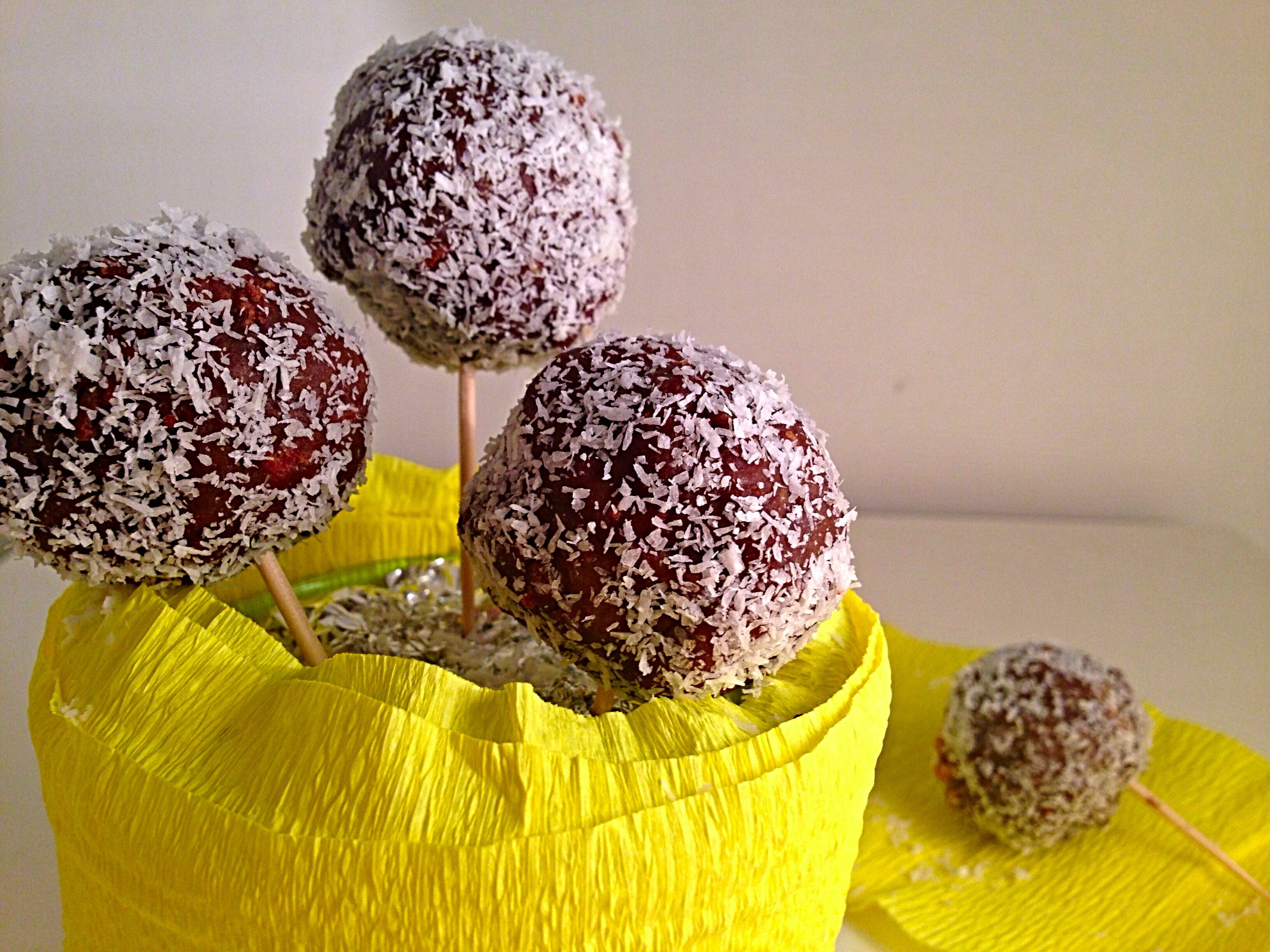 Cake Pops al Cioccolato Senza Burro, i chupa chupa di torta golosi e leggeri di dolci senza burro