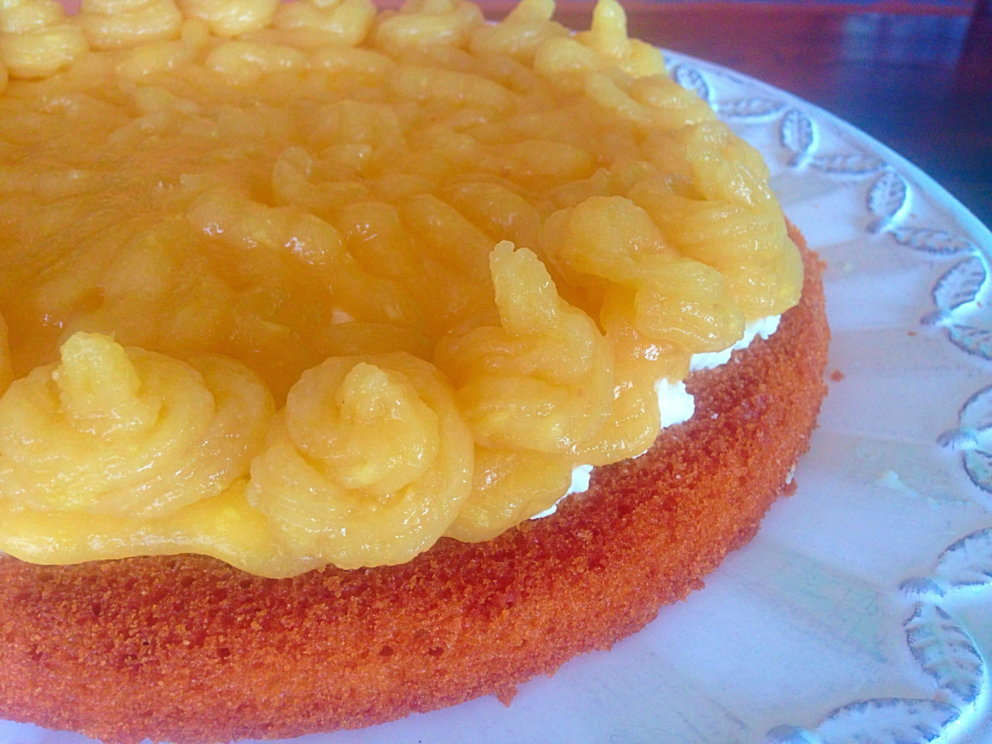 Torta Fredda alle Pesche Senza Burro, il dolce estivo e goloso di dolci senza burro