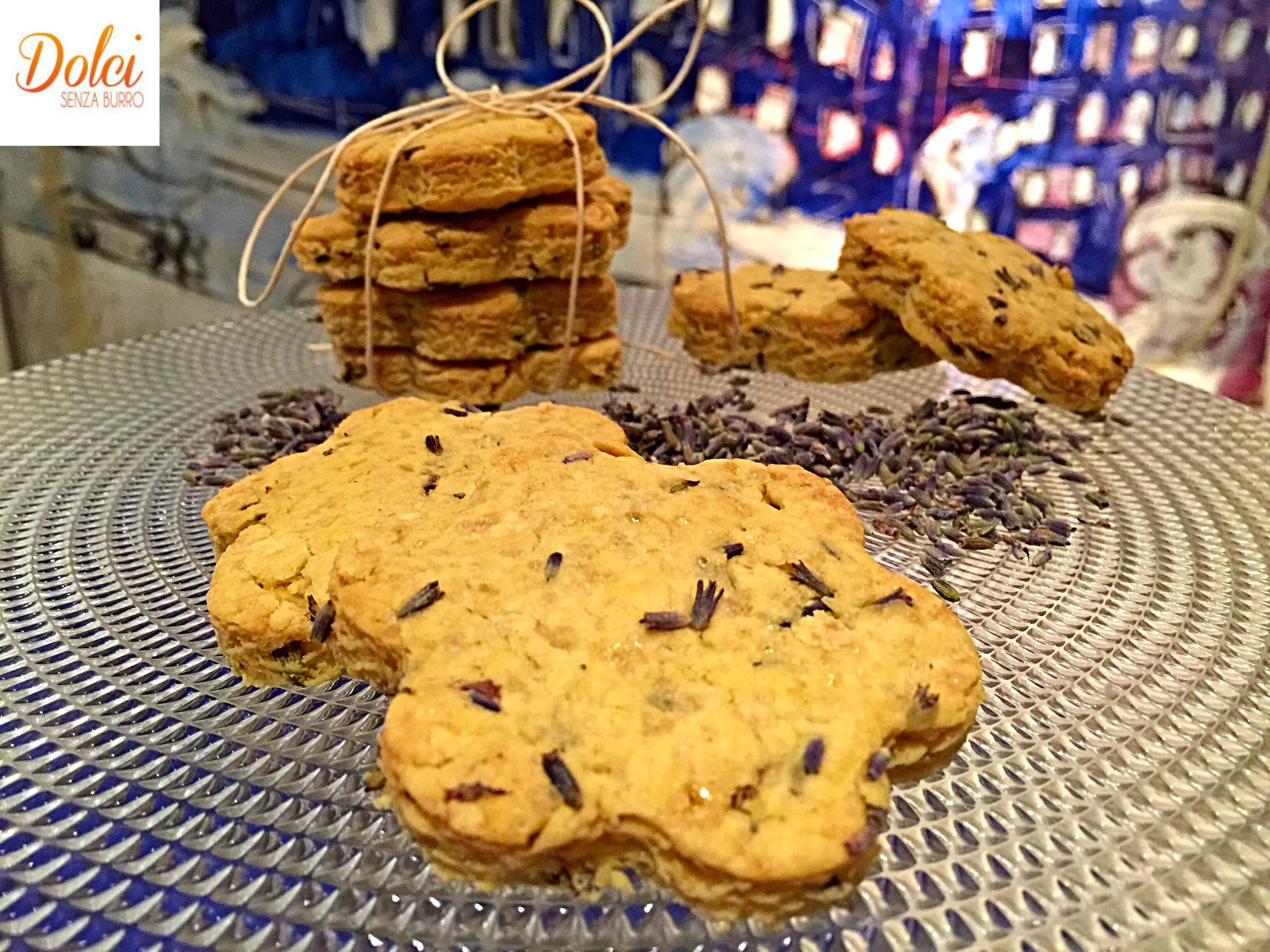 Biscotti alla Lavanda Senza Burro, i biscotti freschi e originali di dolci senza burro