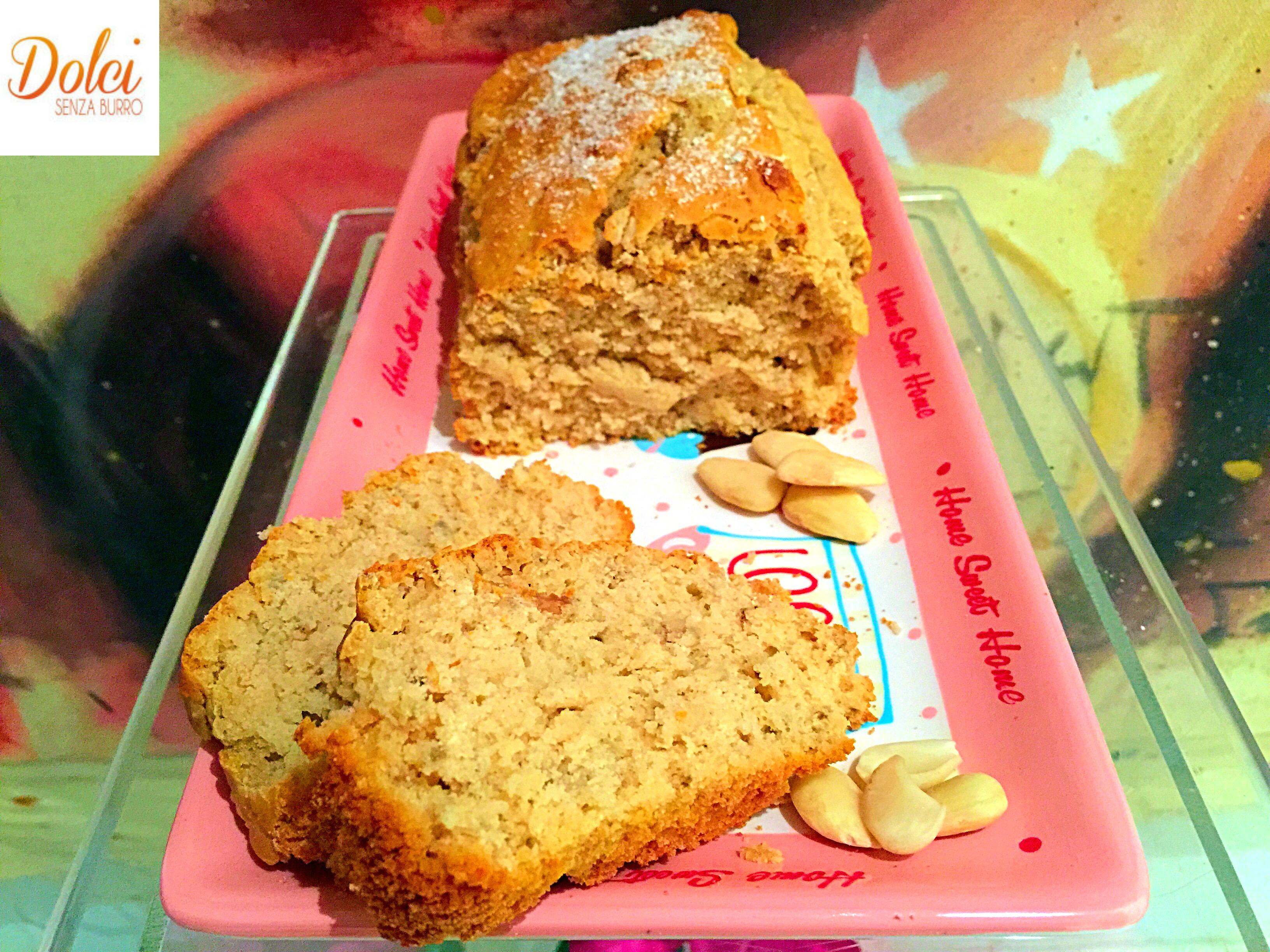 Torta al Latte di Mandorla Senza Burro e Uova, un dolce goloso e light adatto agli intolleranti e ai vegani di dolci senza burro