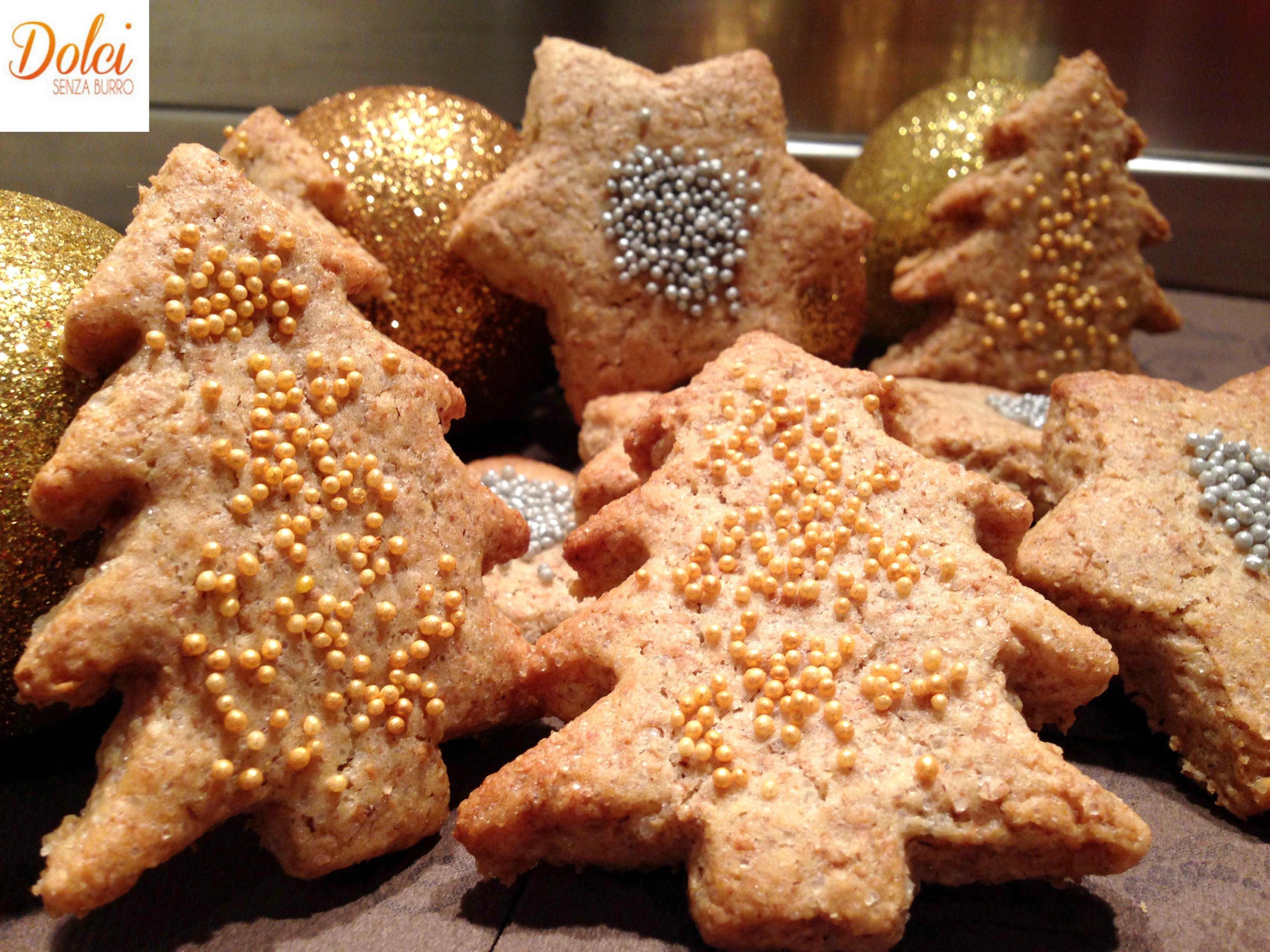 Biscotti di Natale Senza Burro e Uova, dei leggeri e golosi biscotti vegani adatti a intolleranti di dolci senza burro