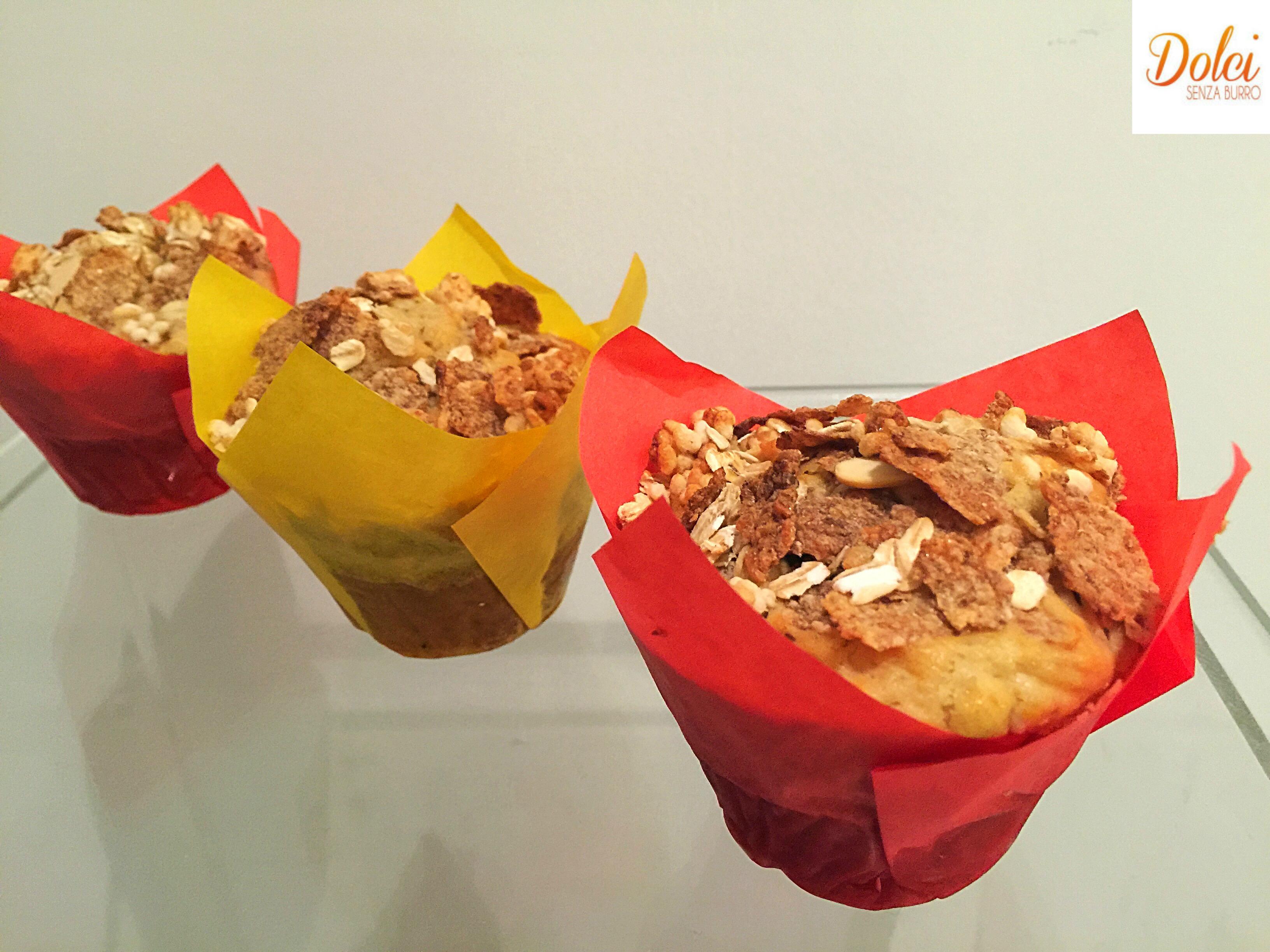 Muffin ai Cereali Senza Burro, golosi grazie all'aggiunta del cioccolato bianco realizzati da dolci senza burro