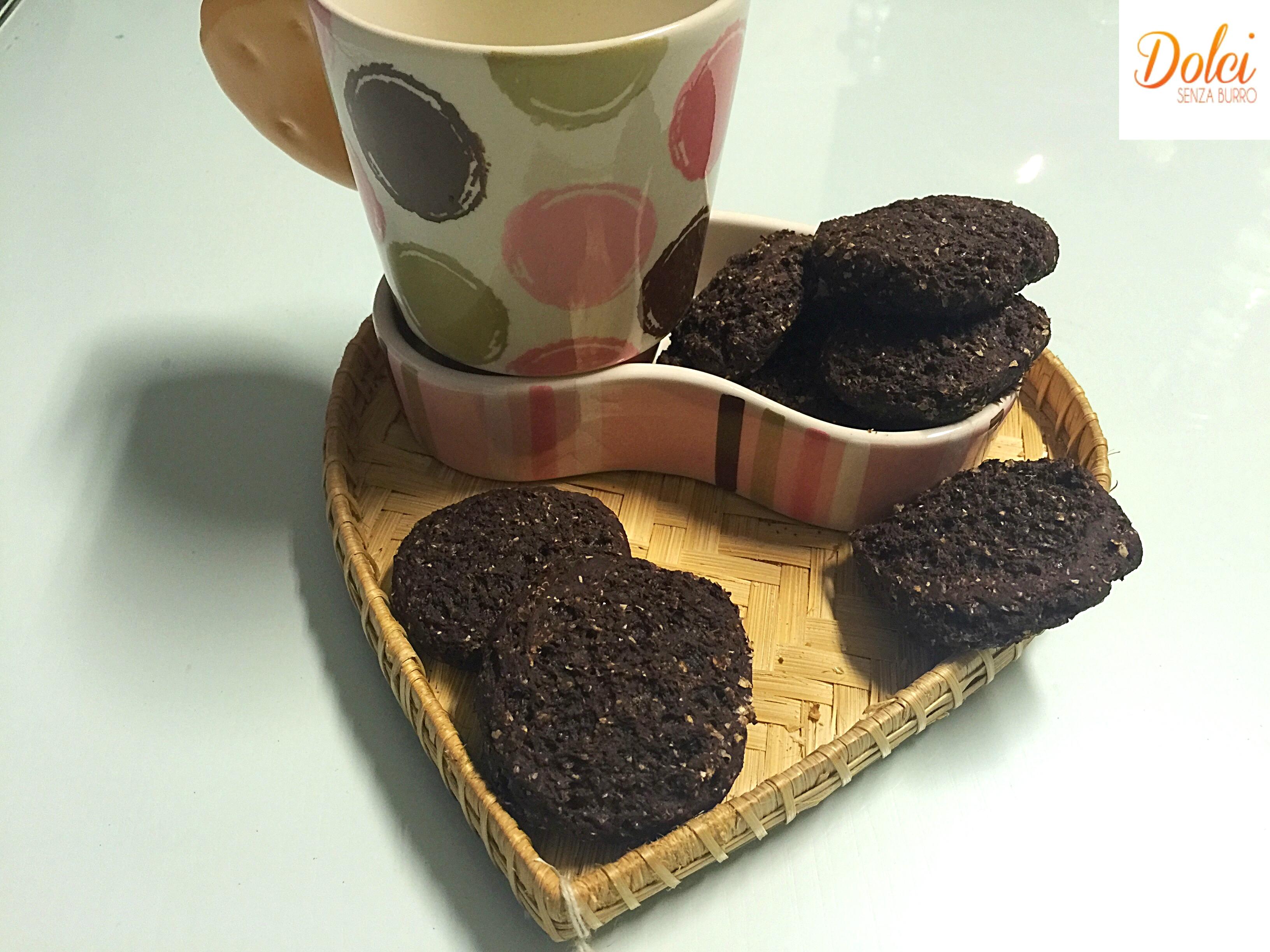 Biscotti Yogurt e Cioccolato senza burro e uova preparato con soli quattro ingredienti da dolci senza burro!