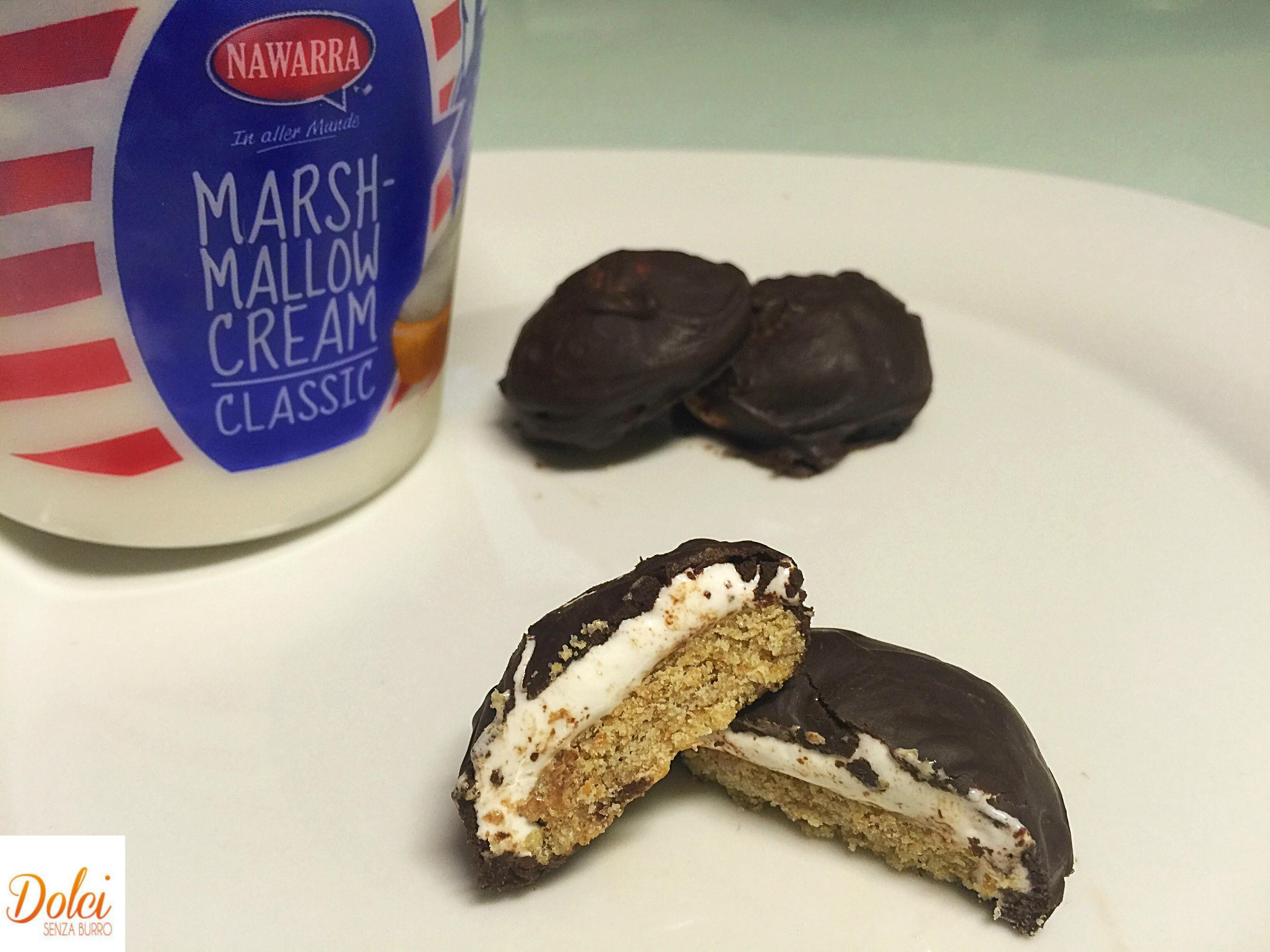 I Negretti o moretti, i biscotti senza burro farciti con crema marshmallows e ricoperti da cioccolato!