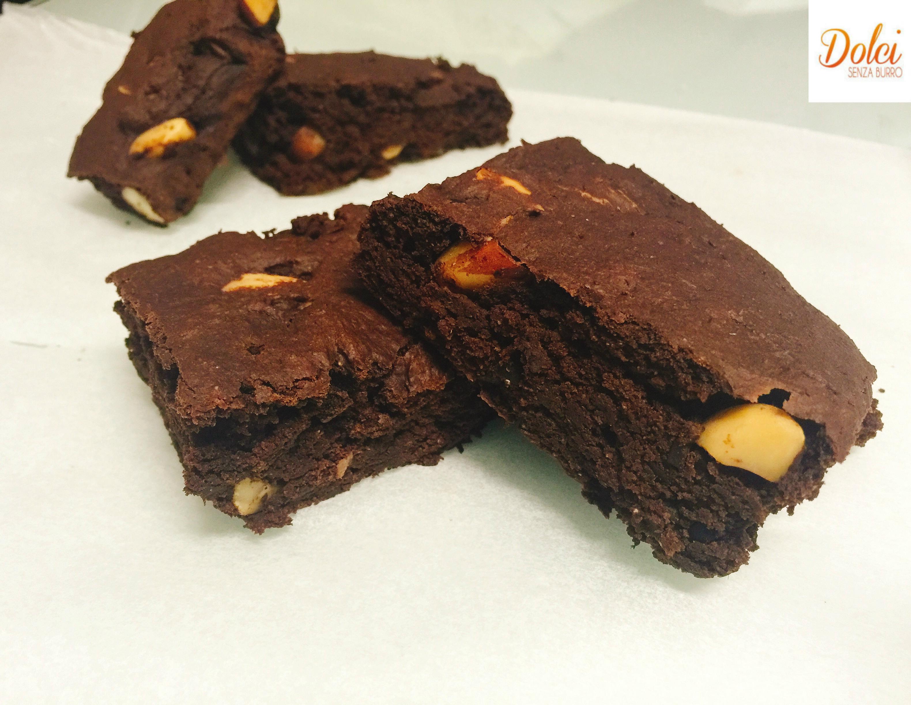 Brownies Vegani, i famosi dolci americani al cioccolato in versione leggera realizzati da dolci senza burro