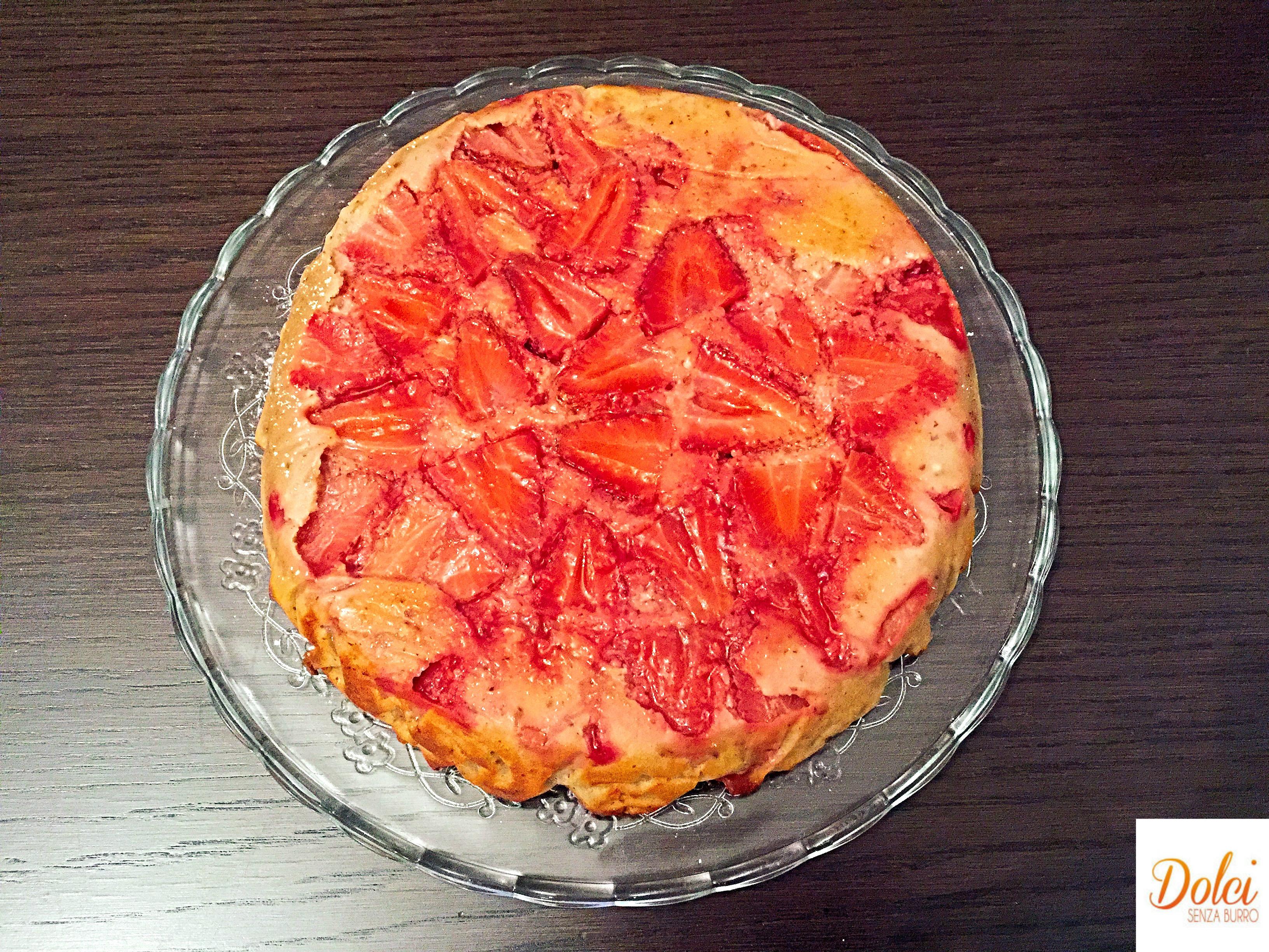 Torta Rovesciata alle Fragole Senza Burro, un dolce alle fragole facile e veloce ma soprattutto leggero di dolci senza burro