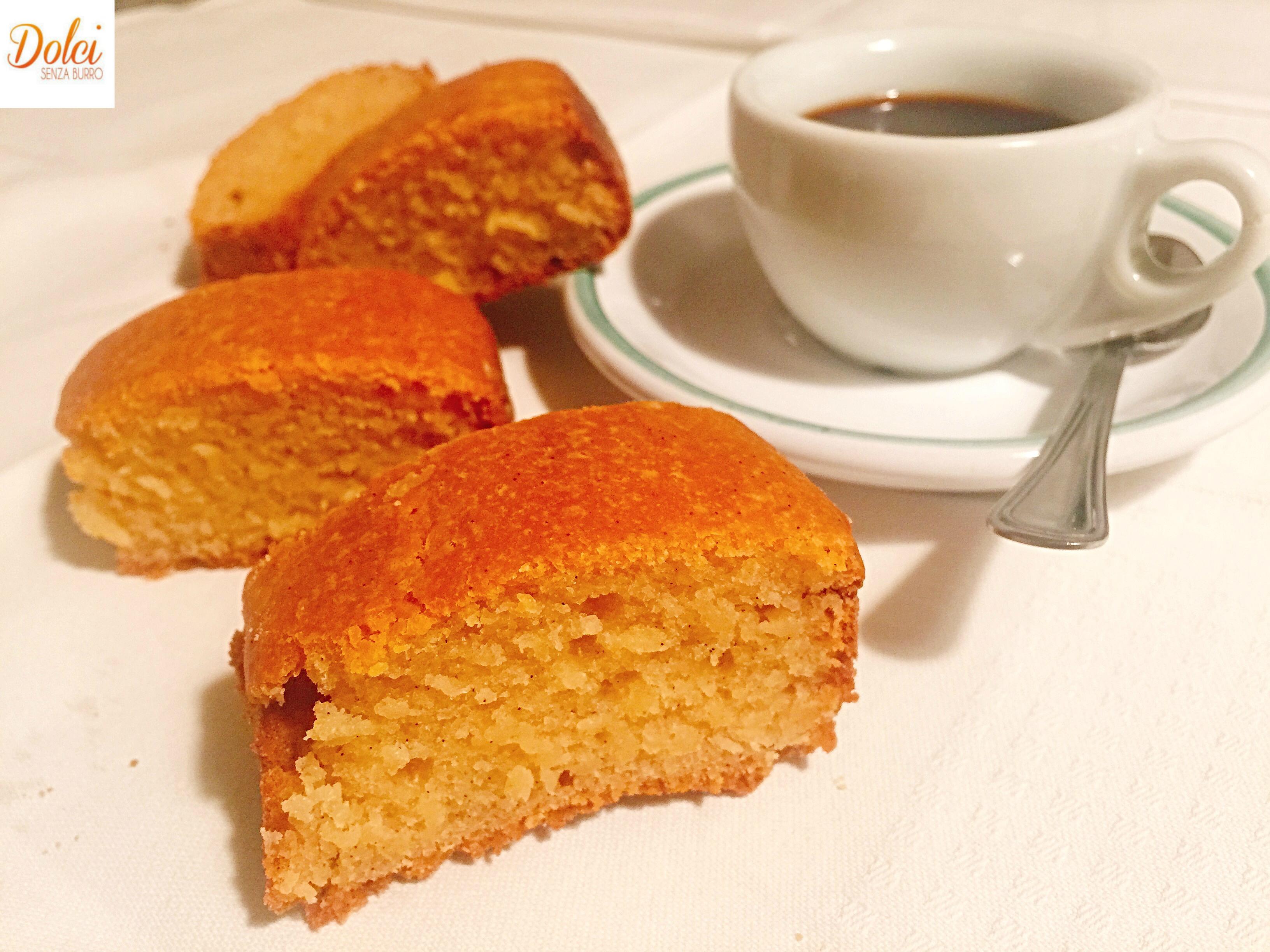 Torta alla Vaniglia Senza Burro e Uova, un dolce leggero, senza grassi preparato da dolci senza burro
