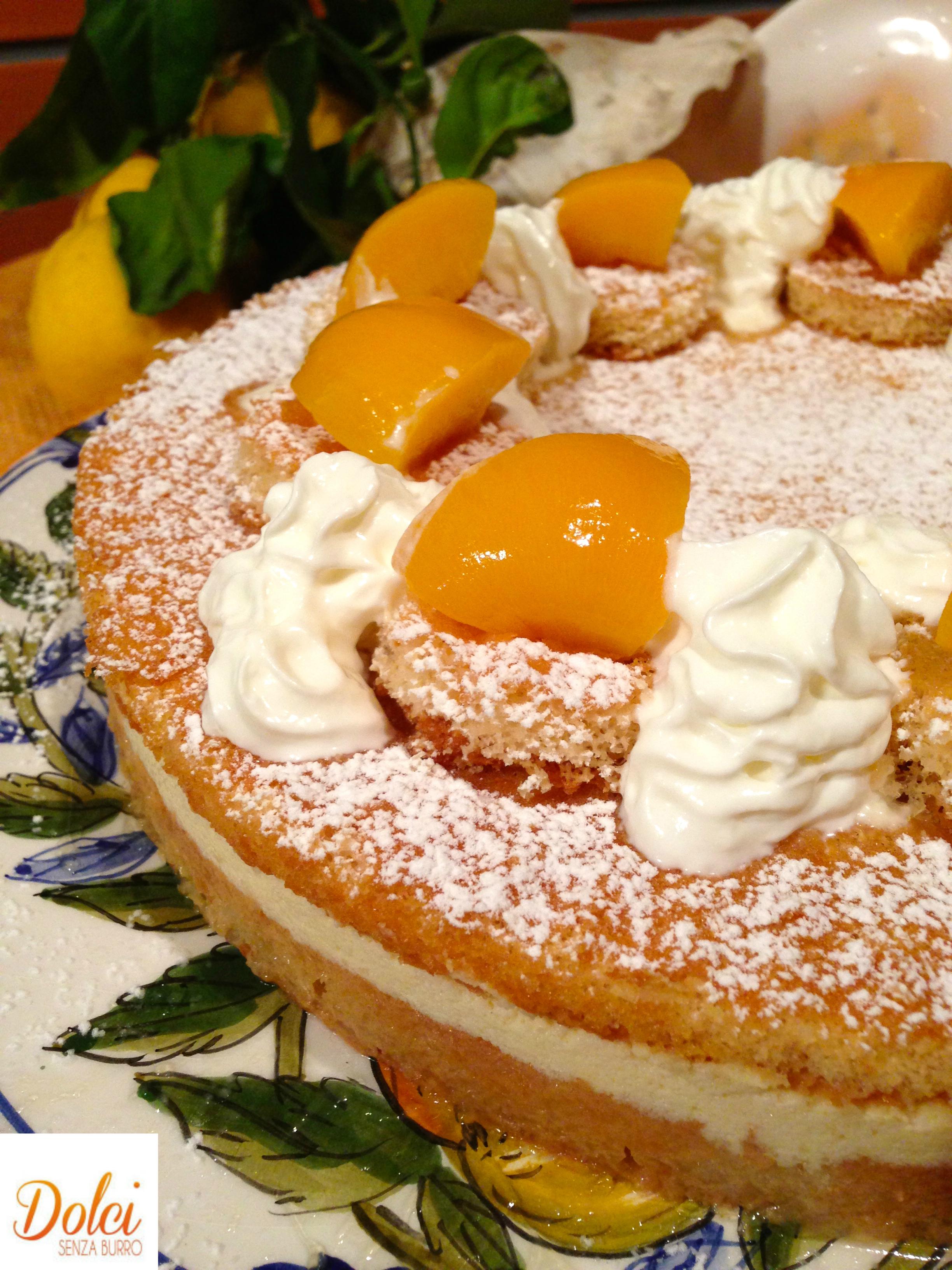 Torta Farcita alla Crema e Albicocche Senza Burro, un dolce fresco e goloso di dolci senza burro