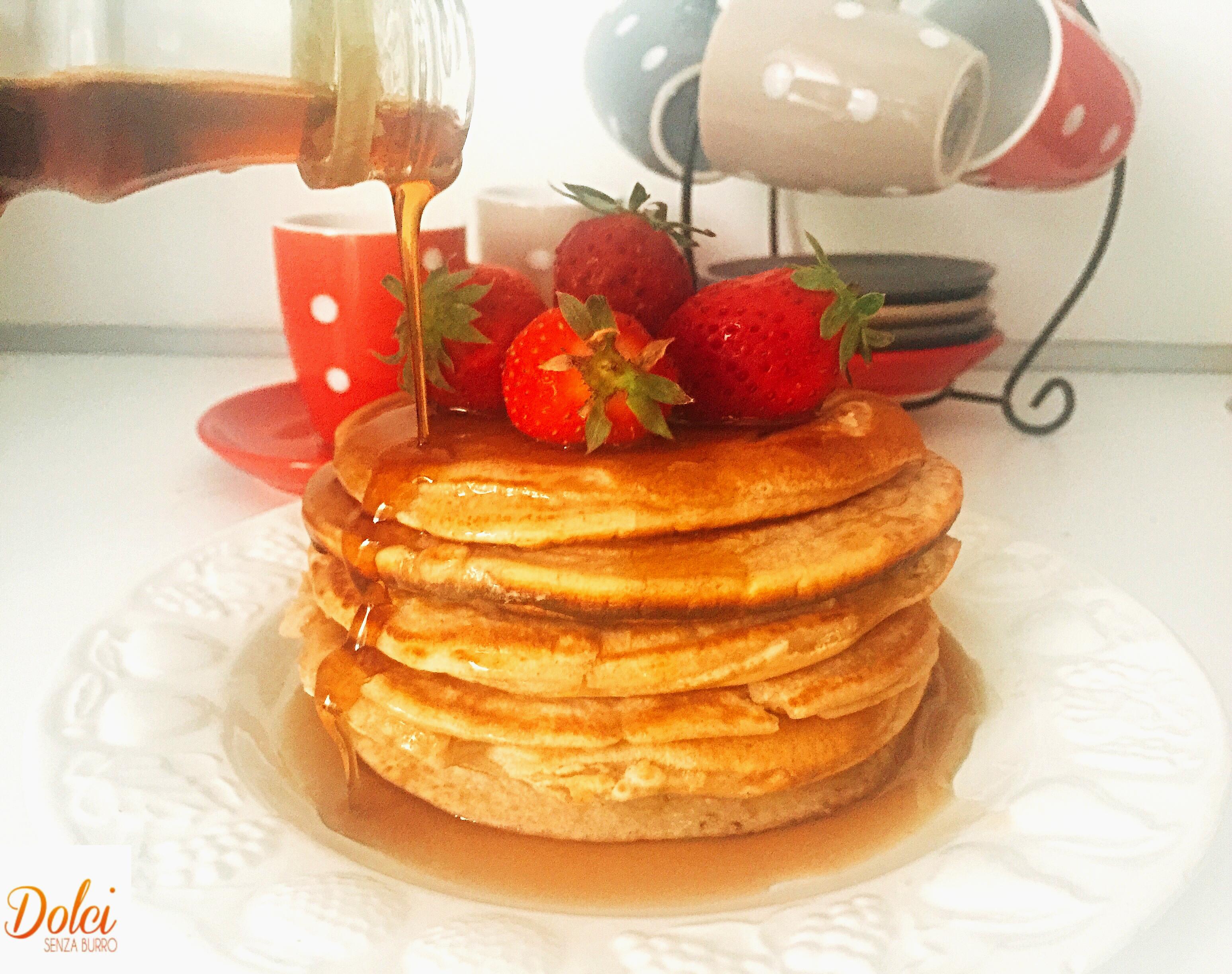 Pancake con Albumi Senza Burro ancora più leggeri e golosi di dolci senza burro