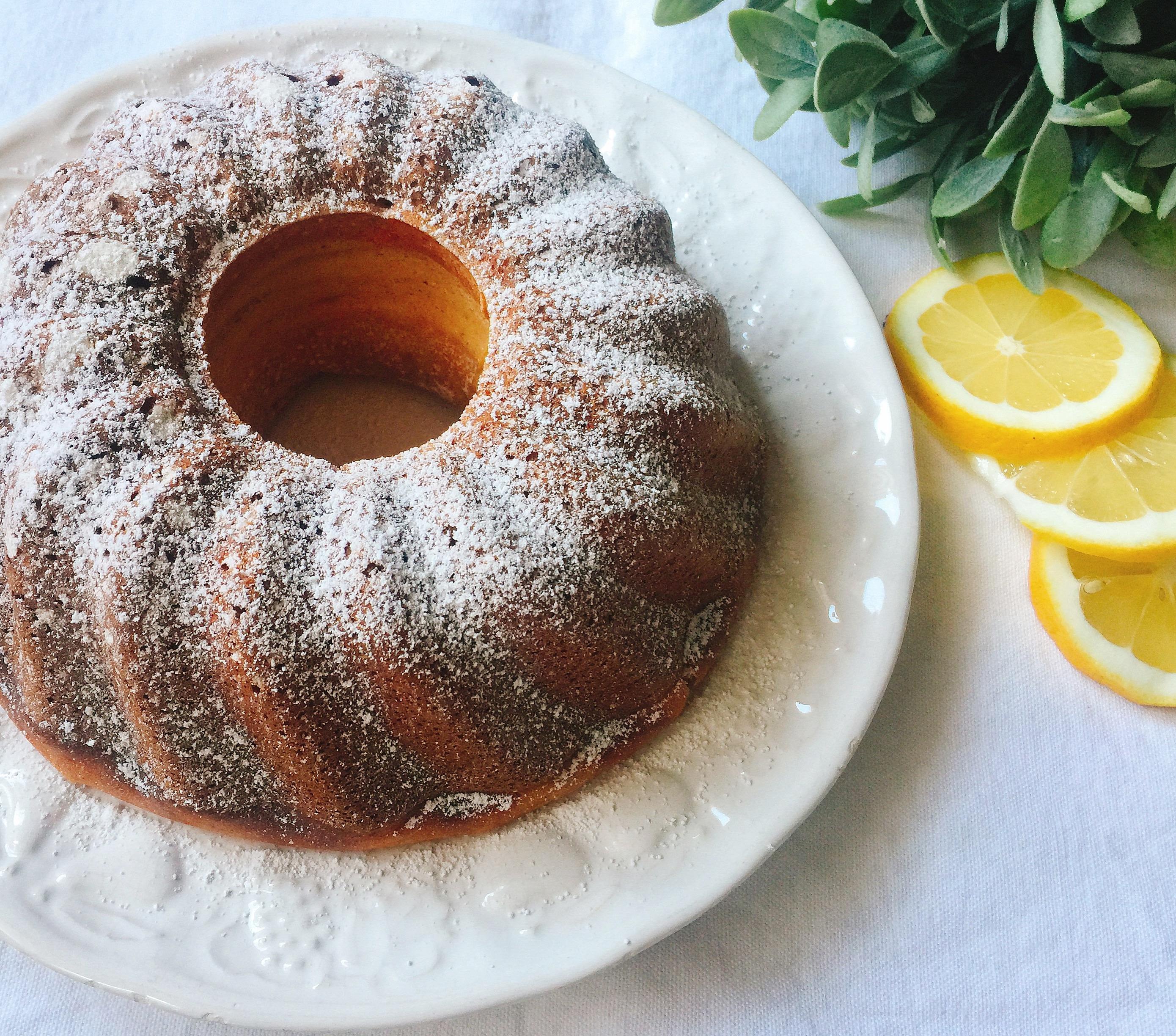 Ciambella Ricotta e Limone Senza Burro, un dolce soffice senza grassi di dolci senza burro