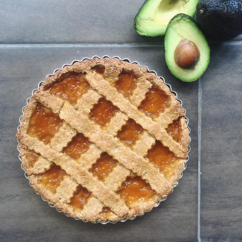 Crostata di Pasta Frolla con Avocado, una variante leggera e golosa per preparare una frolla senza burro