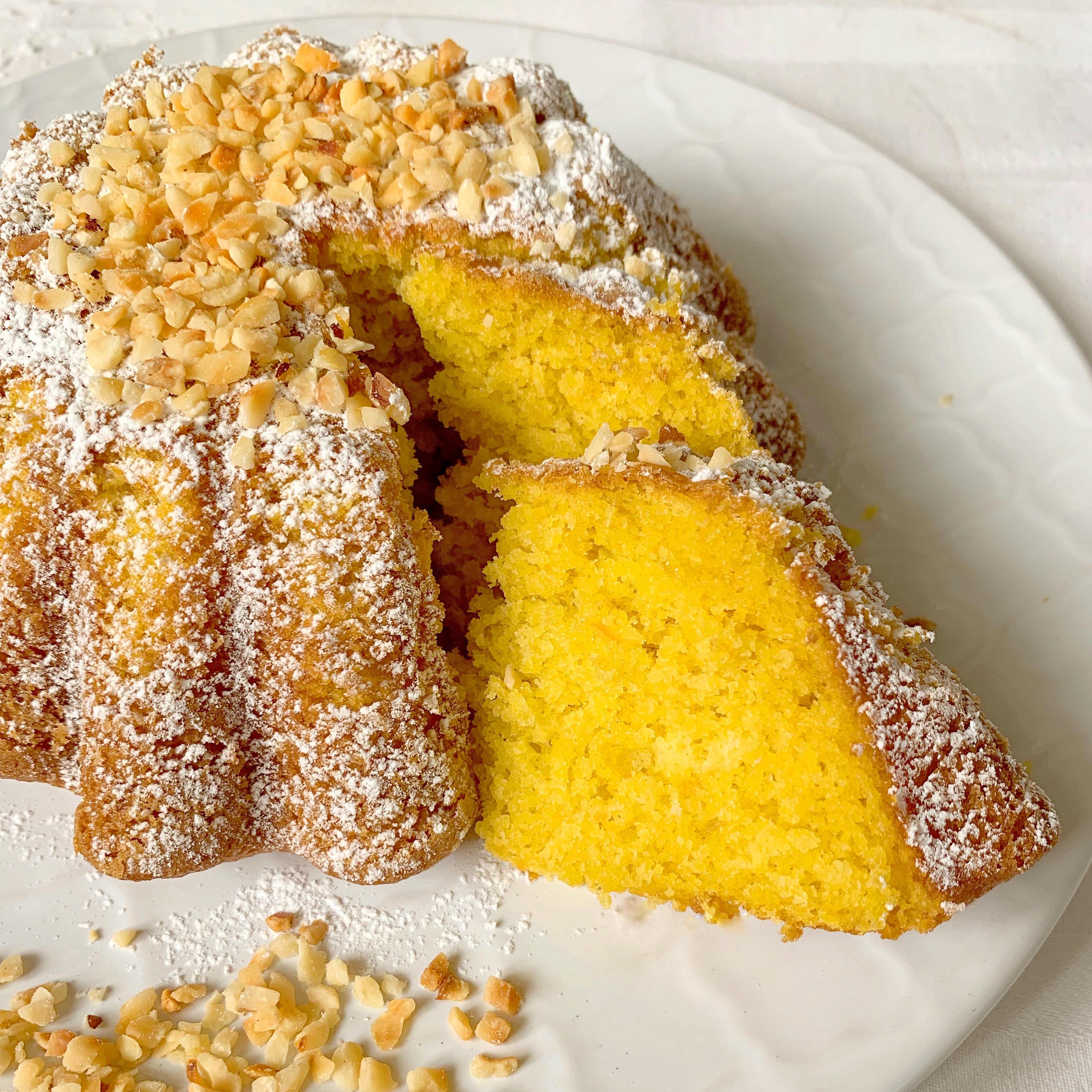 Torta Carote e Mandorle Senza Burro, un dolce semplice sano e genuino! Un impasto senza lattosio umido soffice e leggero ed un gusto delicato e avvolgente!