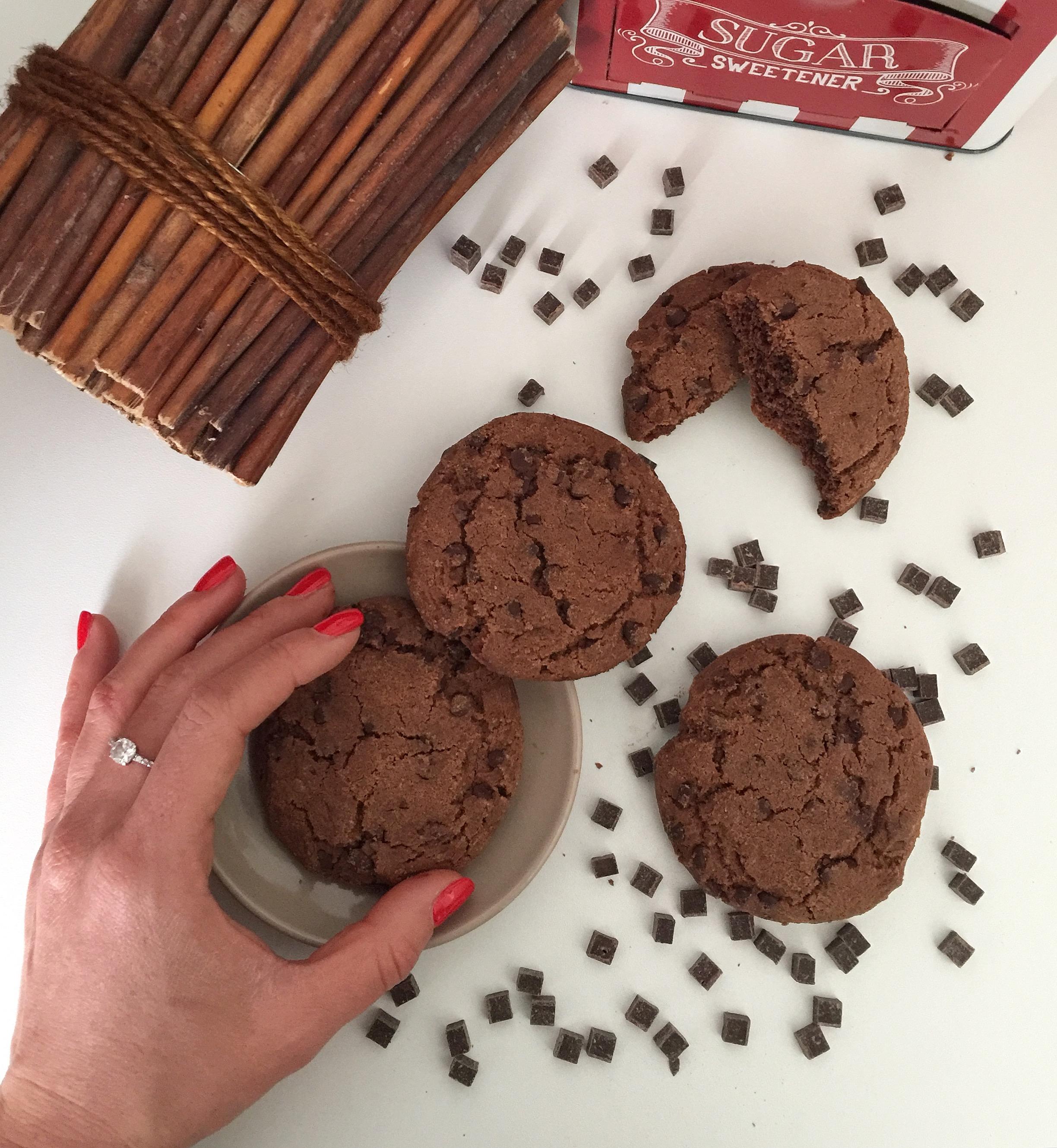 Cookies al Cioccolato Senza Burro, i Double Chocolate Chip Cookies, i biscotti più goloso che ci sono di dolci senza burro!