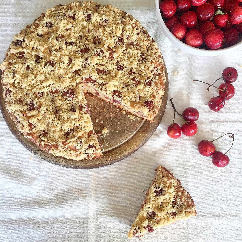 Torta Crumble alle Ciliegie Senza Burro, un dolce goloso e sfizioso di dolci senza burro