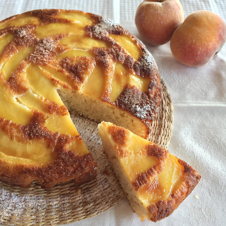 Torta allo Yogurt e Pesche Senza Burro, una torta soffice e golosa di dolci senza burro!