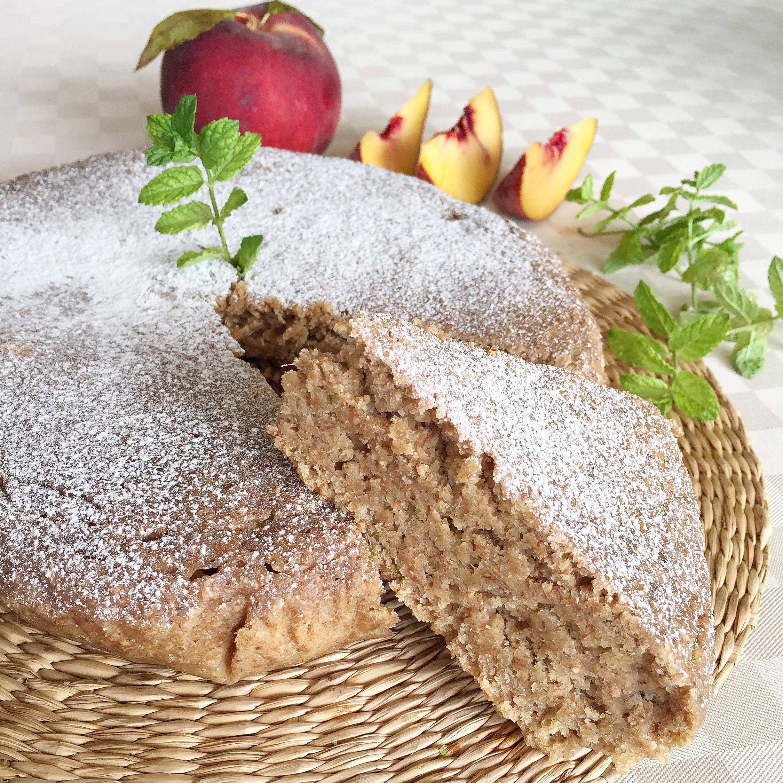 Torta Pesche e Menta Senza Burro, un dolce soffice e goloso di dolci senza burro